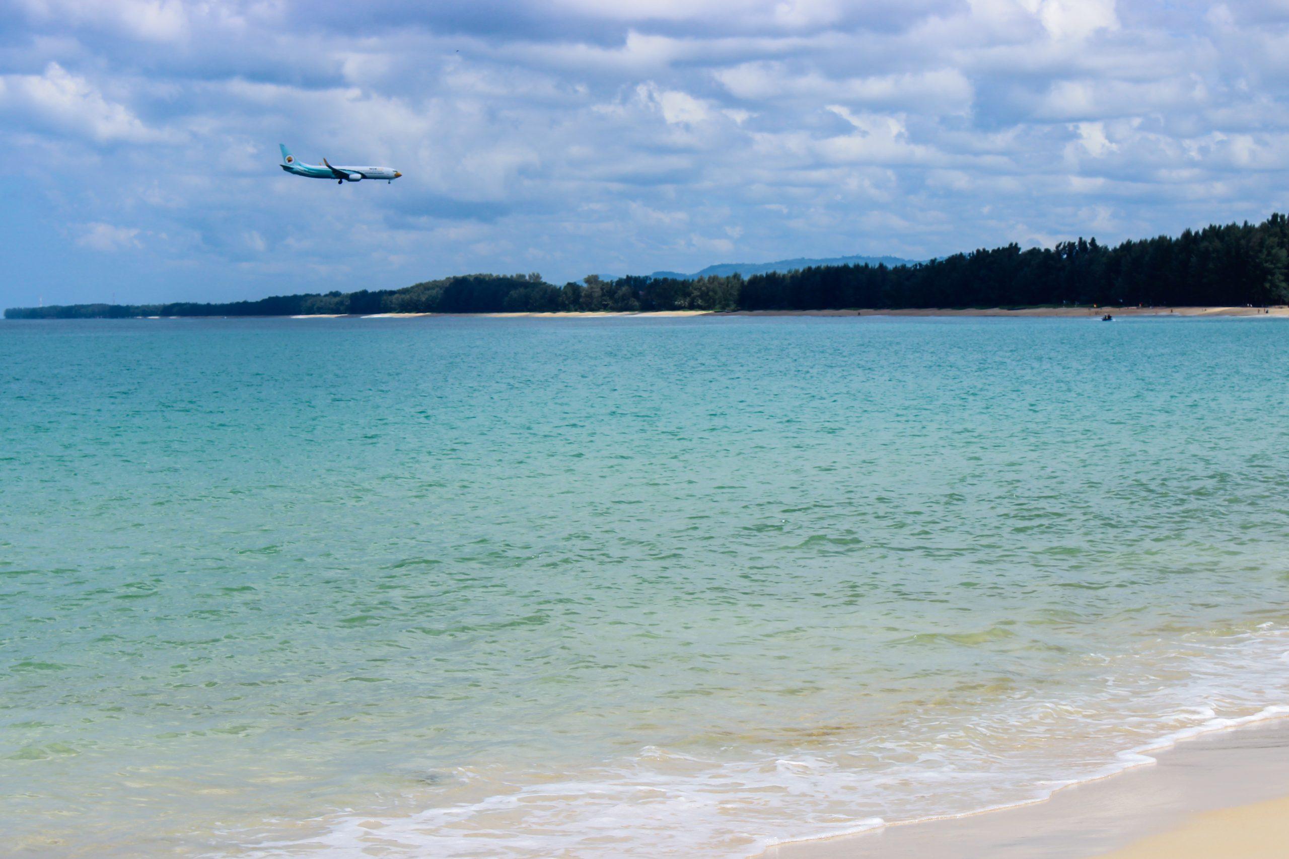 Plane Crossing Ocean