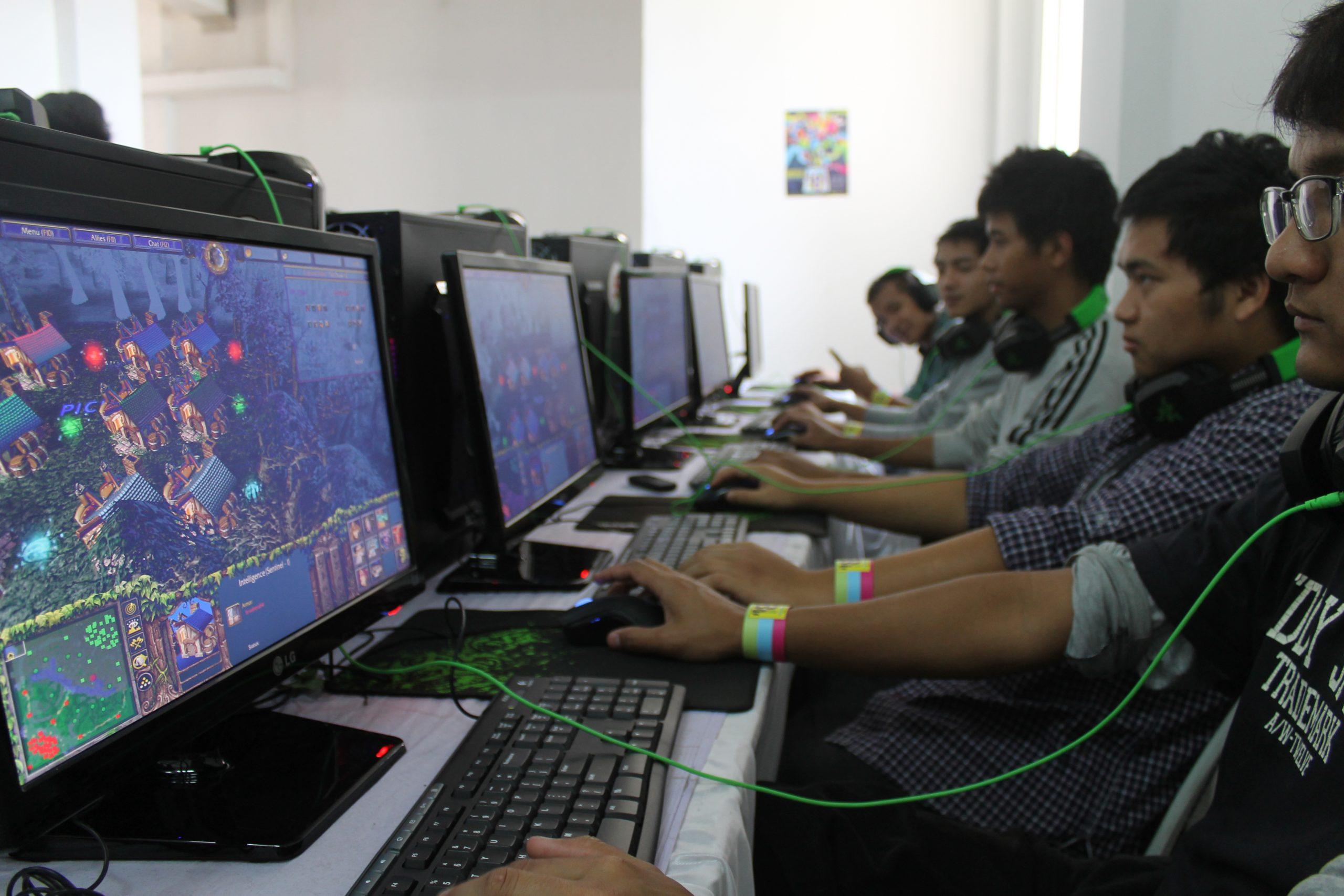Playing pc games at a playstation