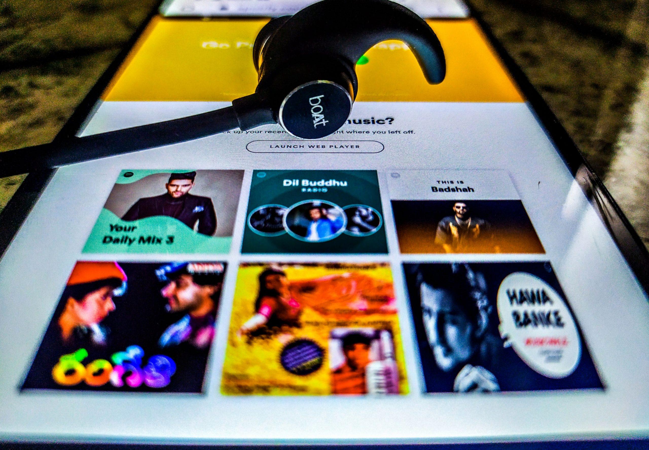 earphones and music app