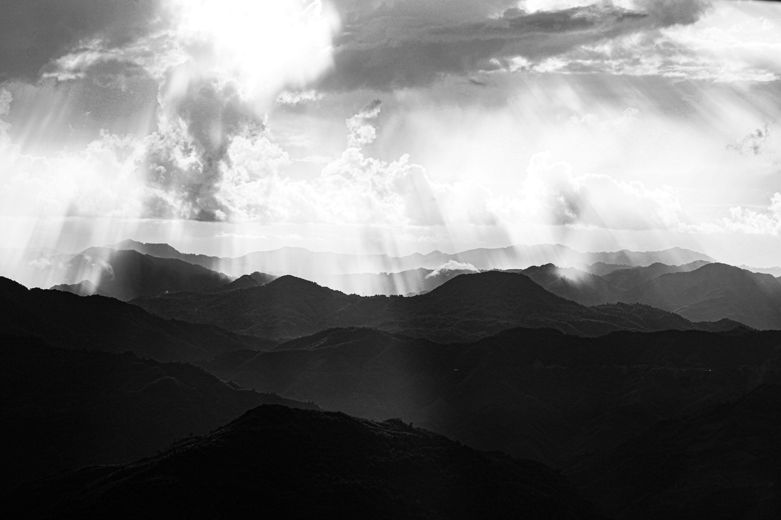 Sunrays falling on mountains