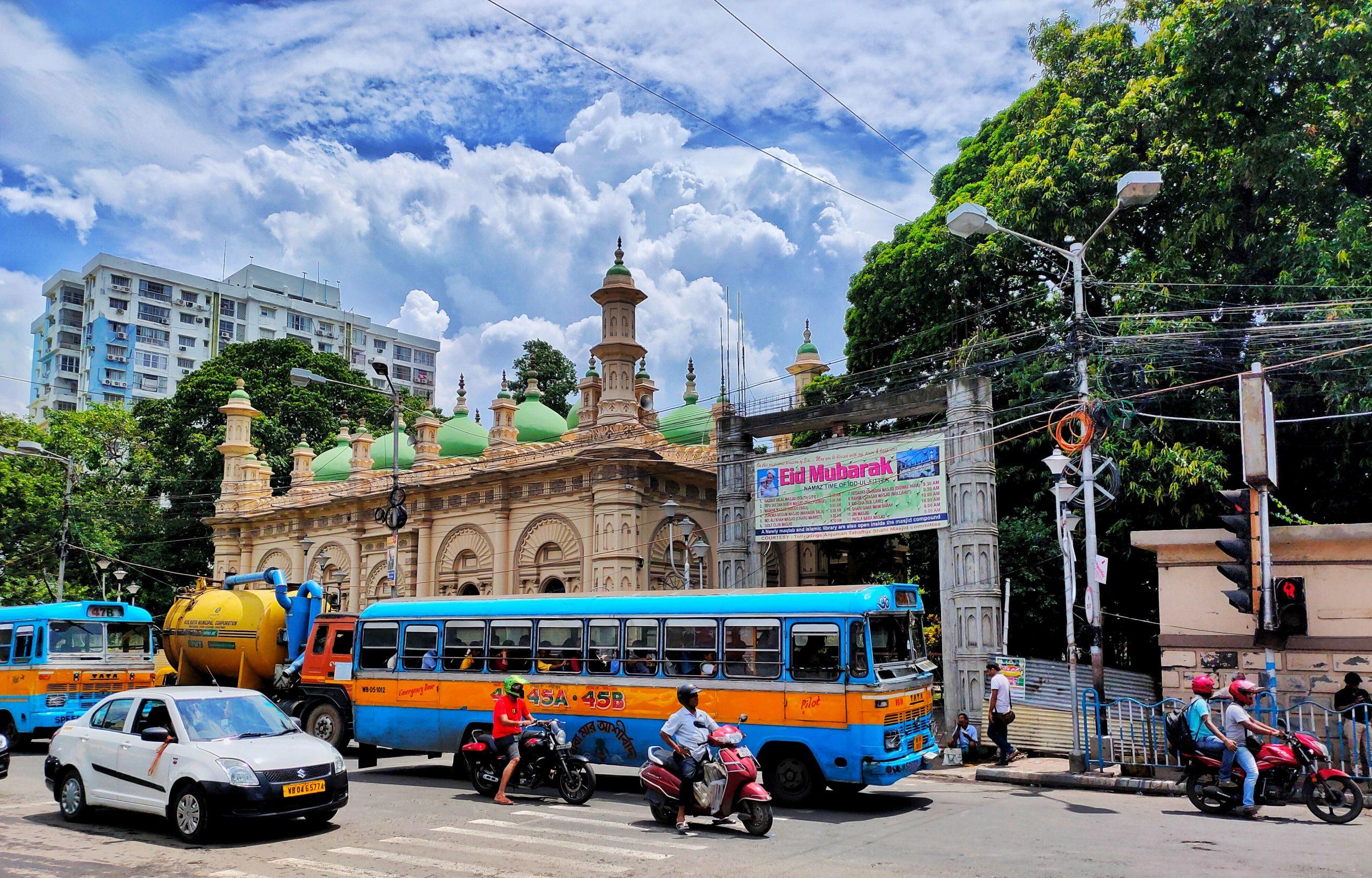 Traffic near Tipu Sultan mosque in Kolkata