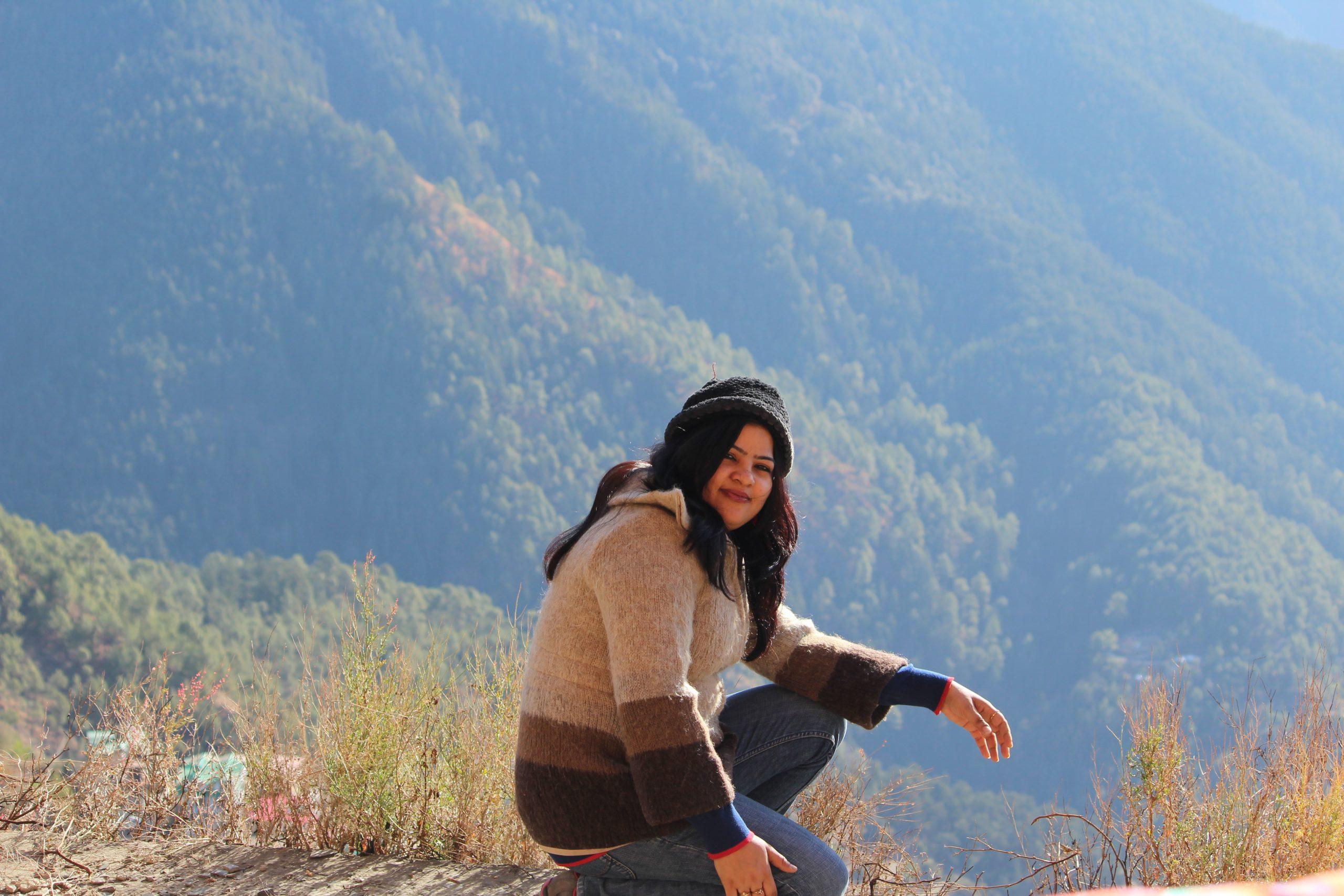 girl posing in mountains