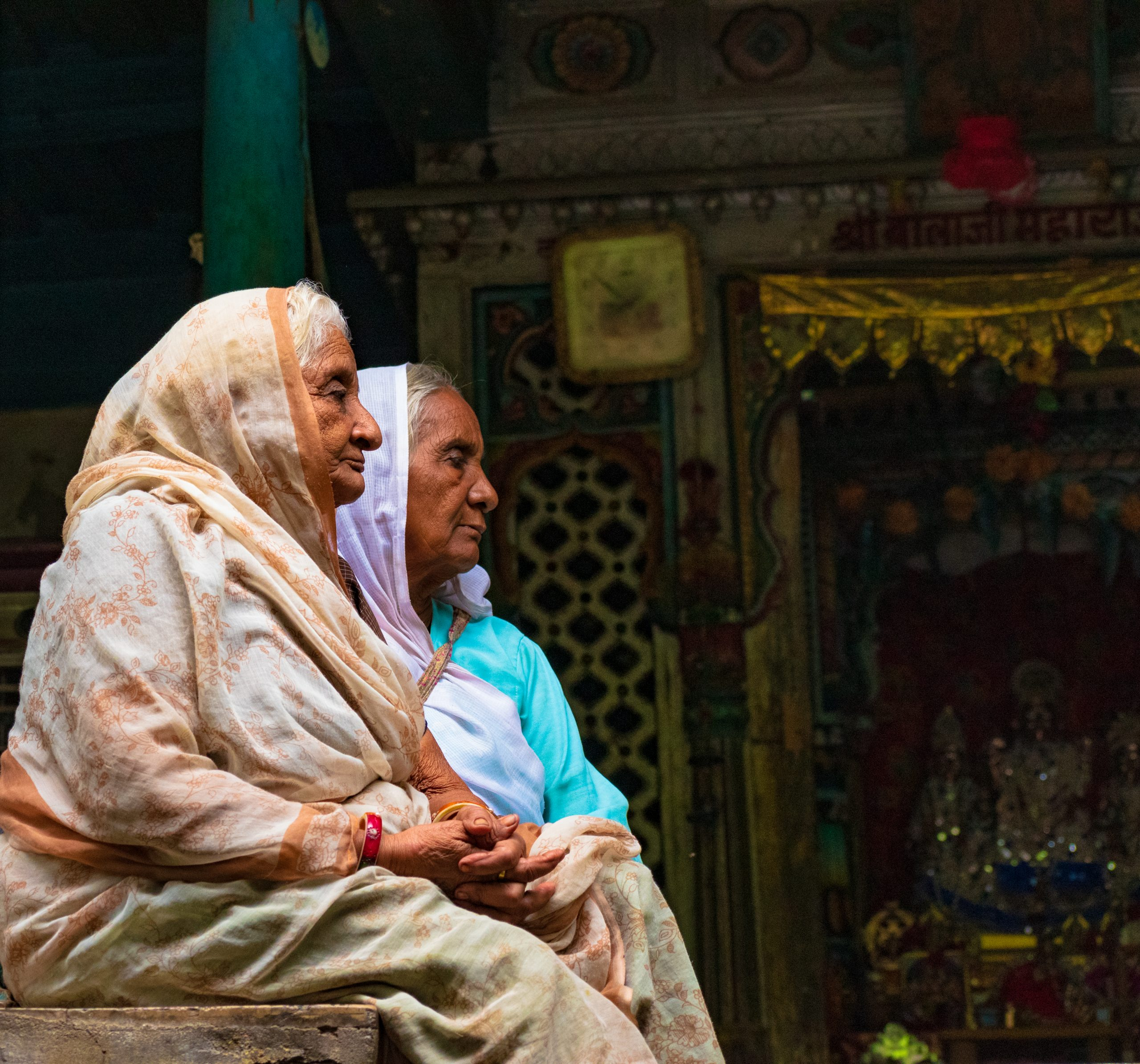 women praying at the temple
