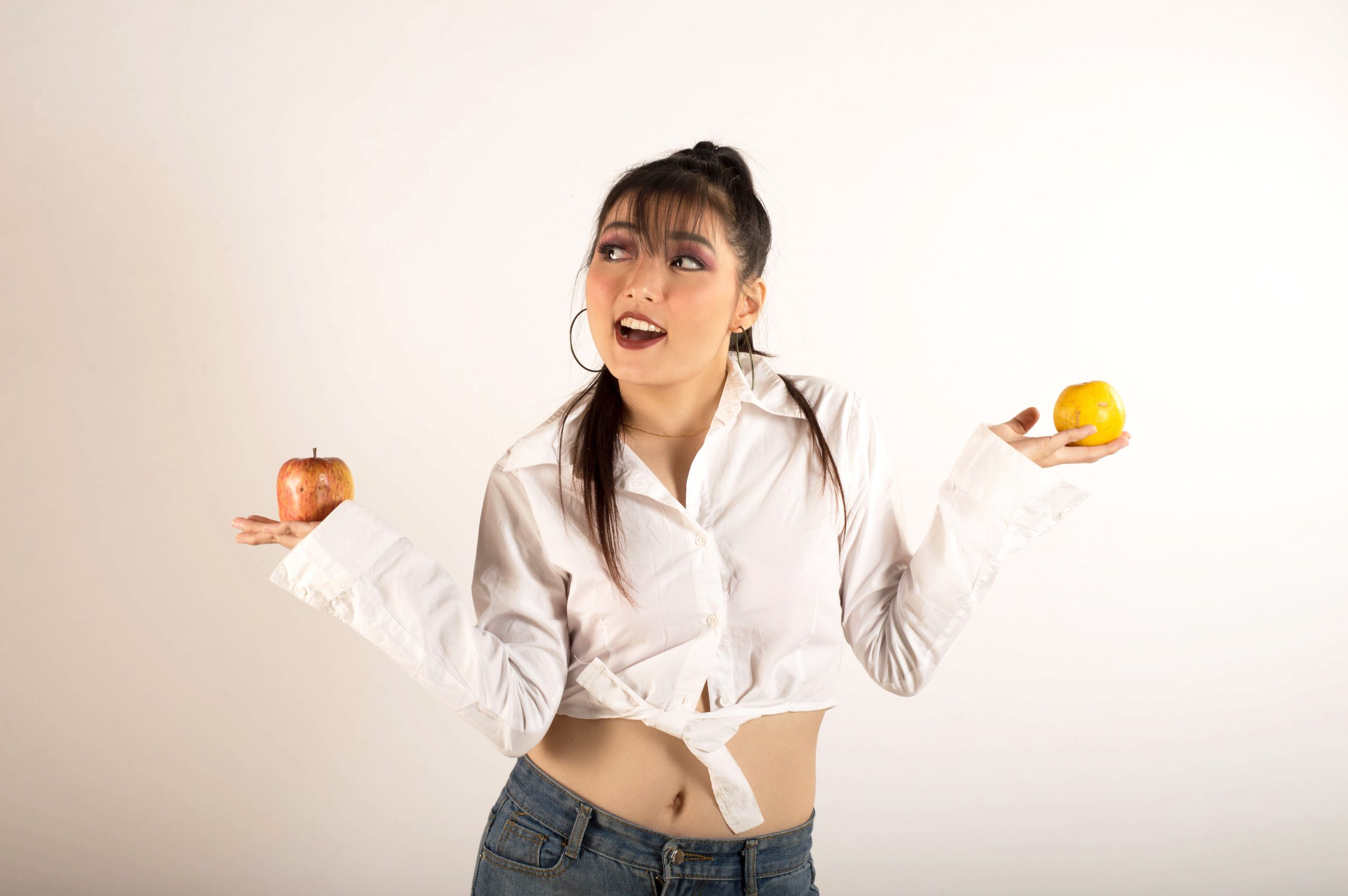 girl posing with fruits