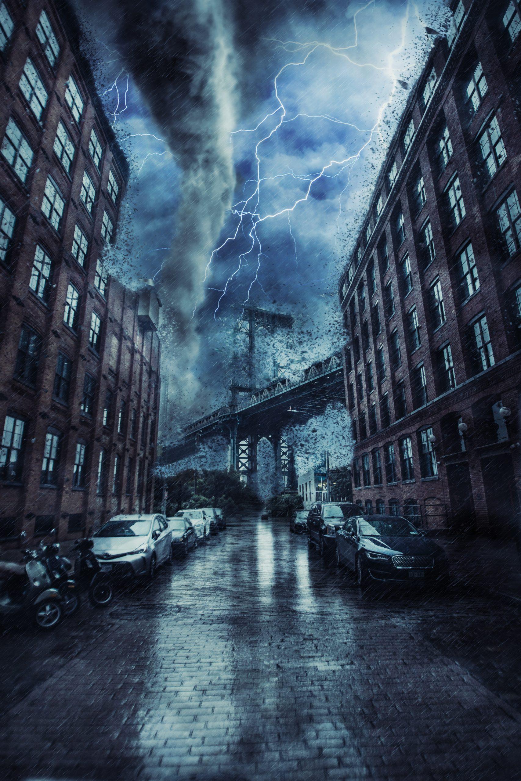 Thunder storm between buildings