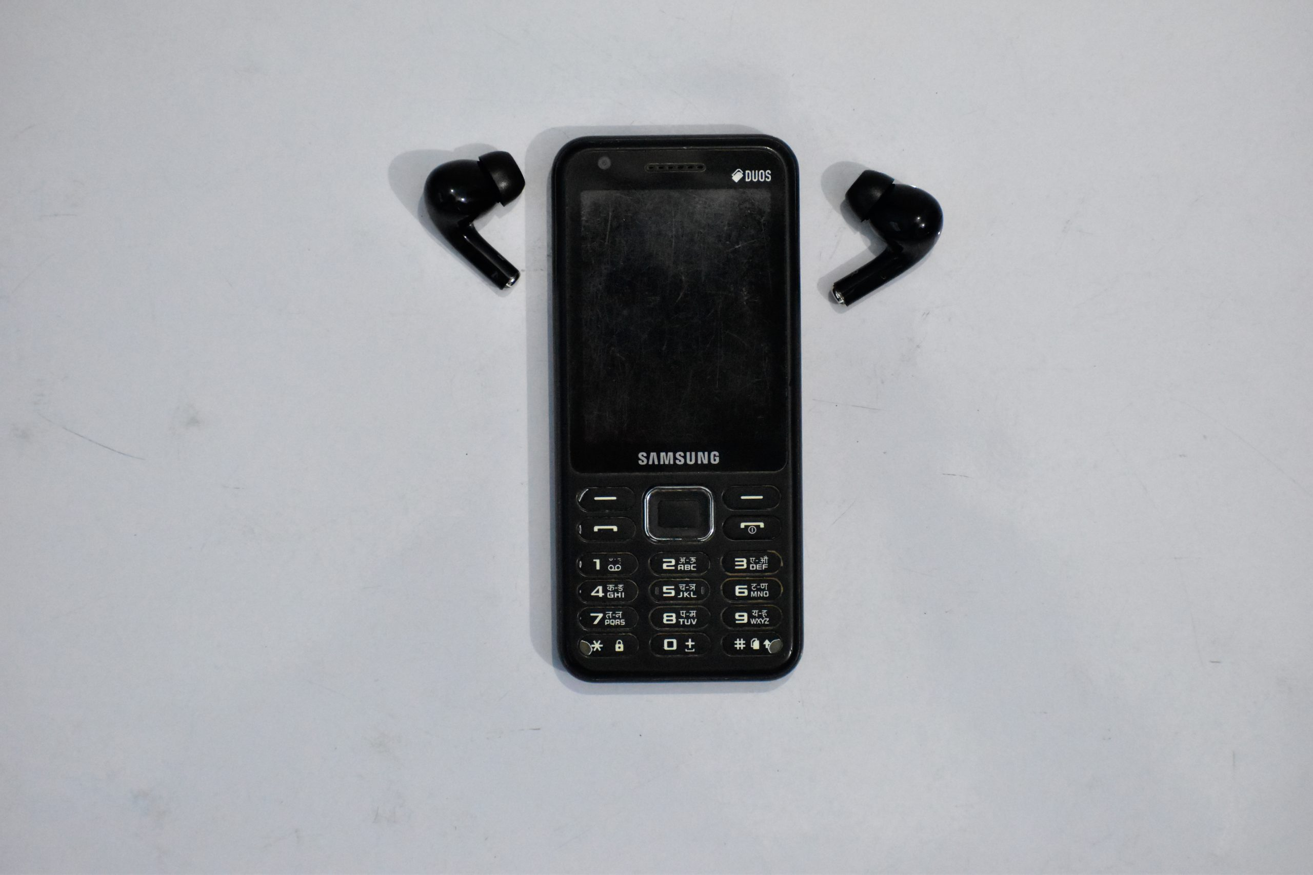 Samsung Mobile with earpods