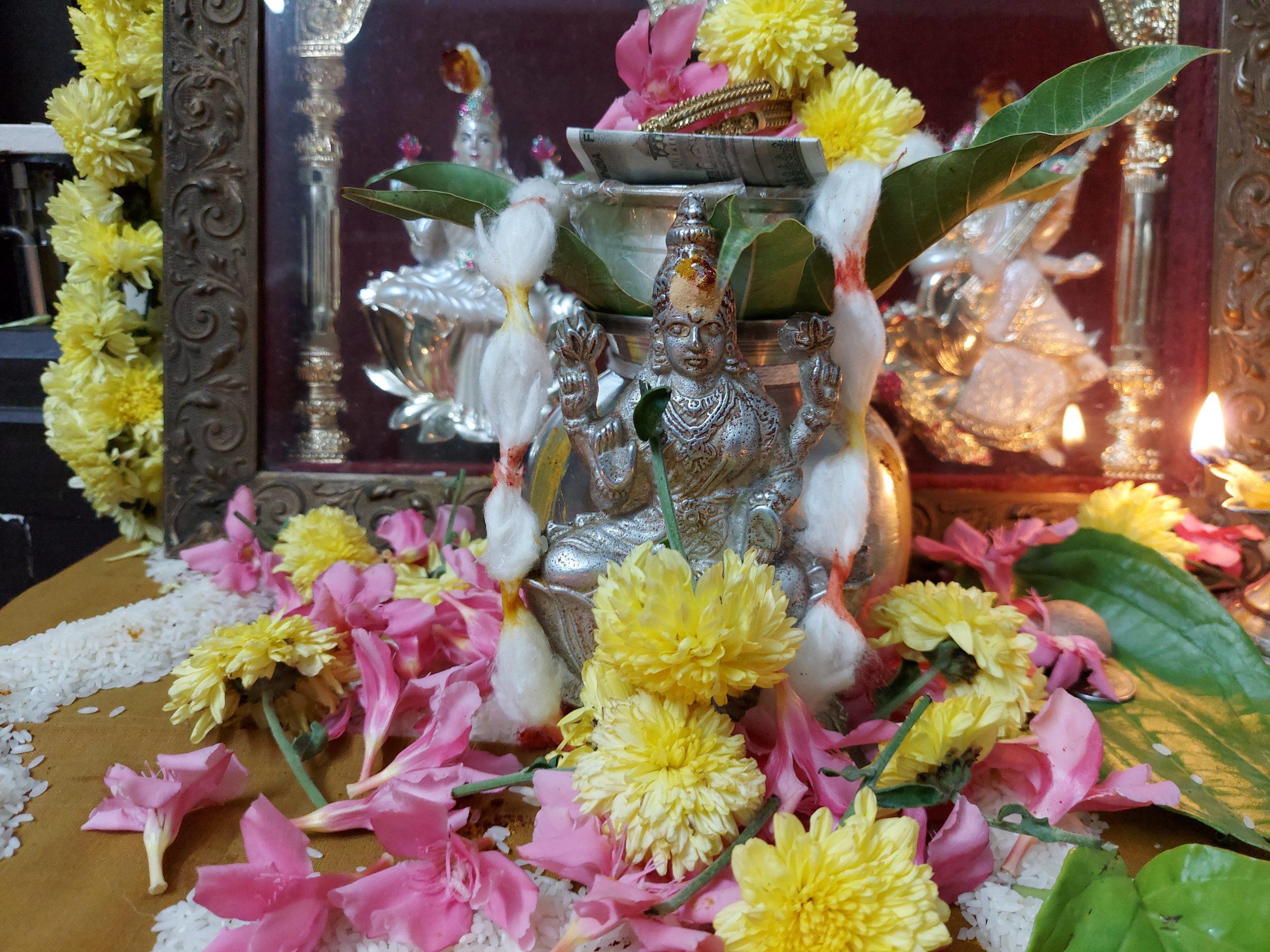 goddess laxmi idol
