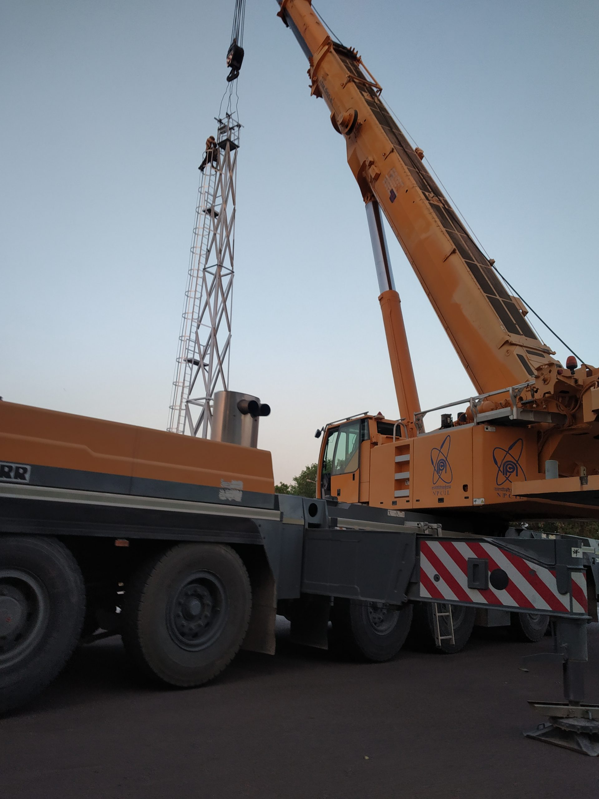 Tower repair with the help of a crane