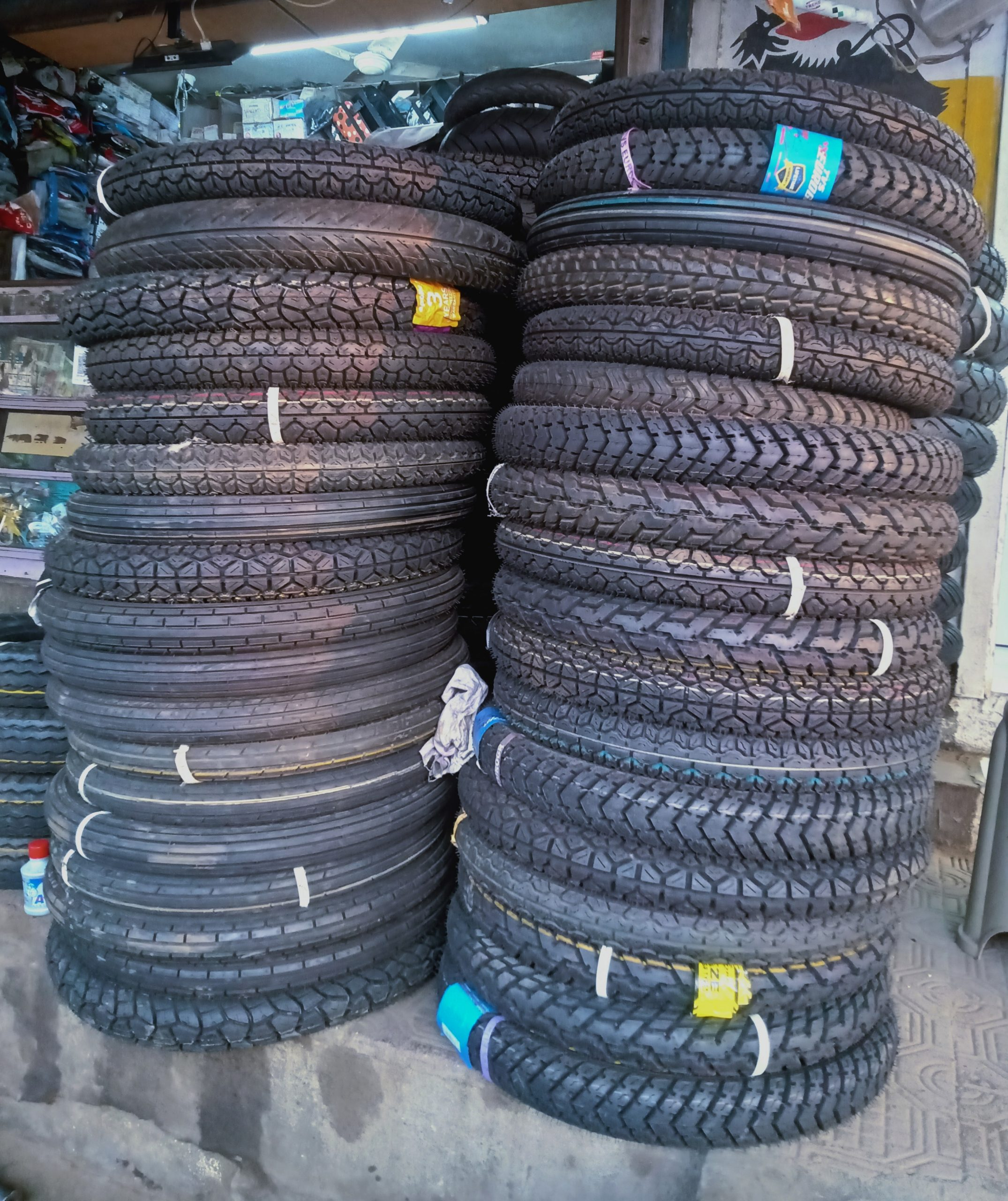 Motorcycle tyre tower