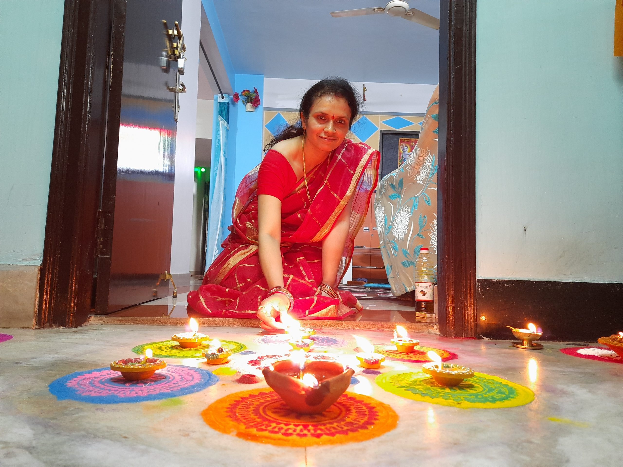 A woman with oil lamps and colorful design