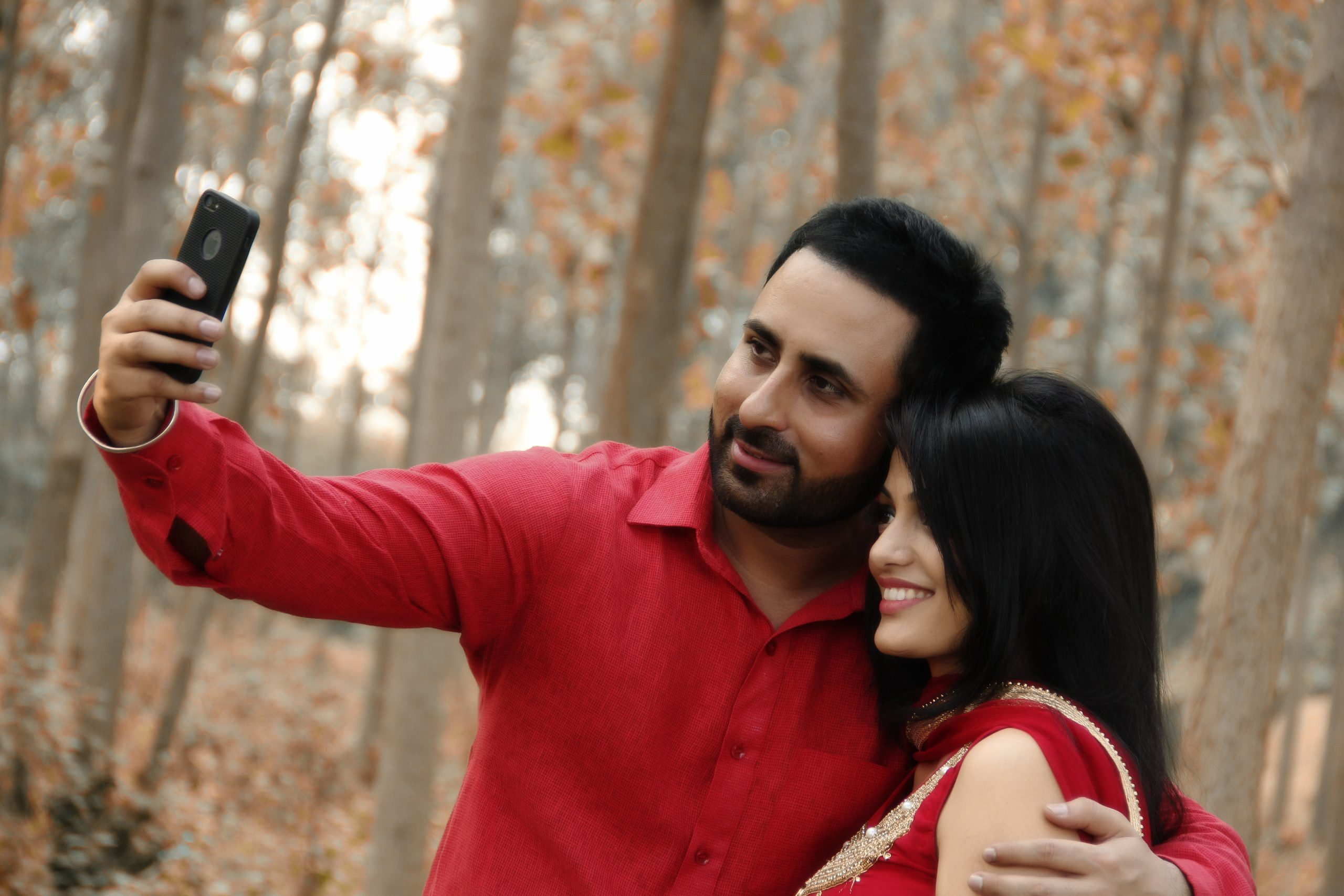 couple clicking a selfie