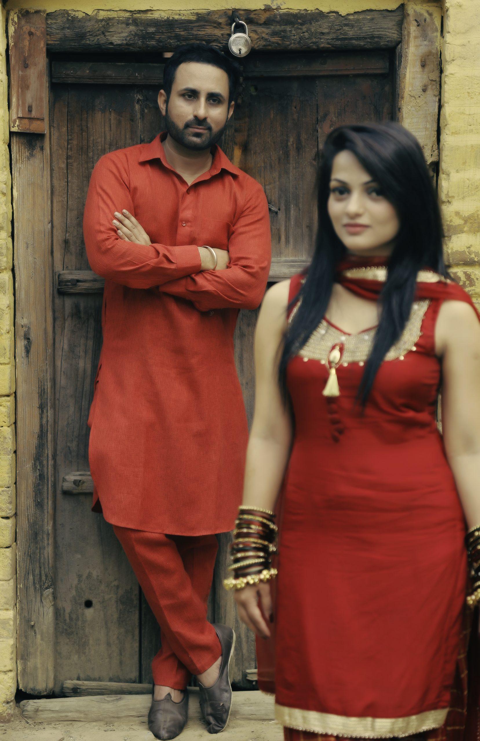 indian pre wedding pose idea