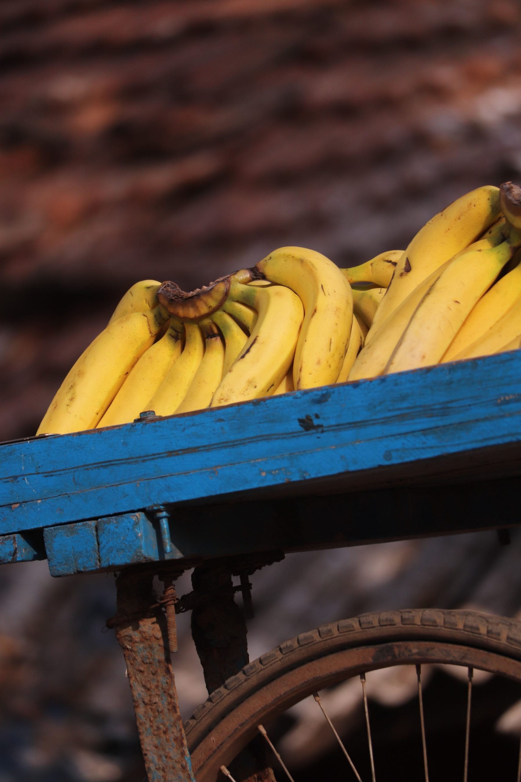 Banana clusters on a cart