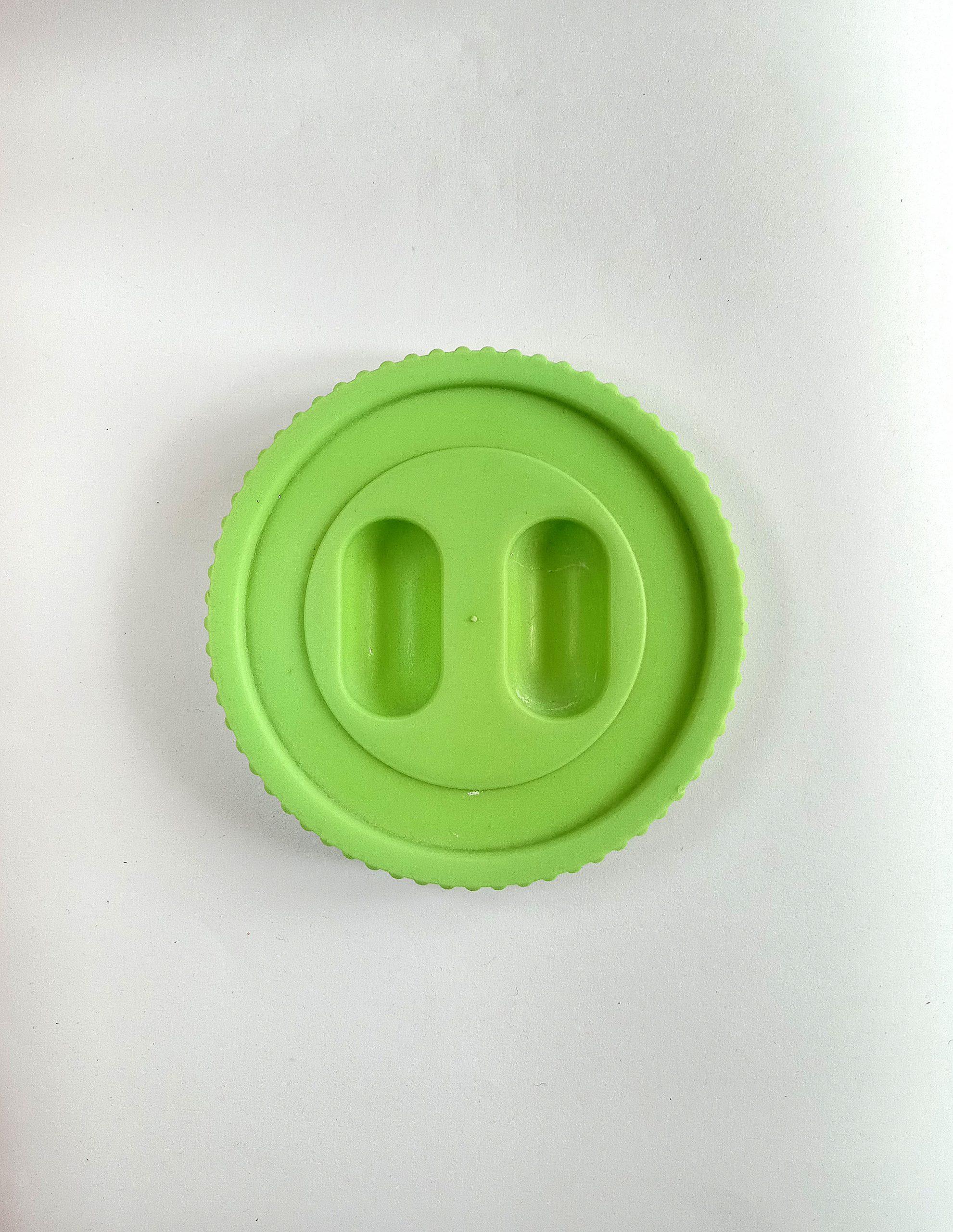 Cap to a plastic box