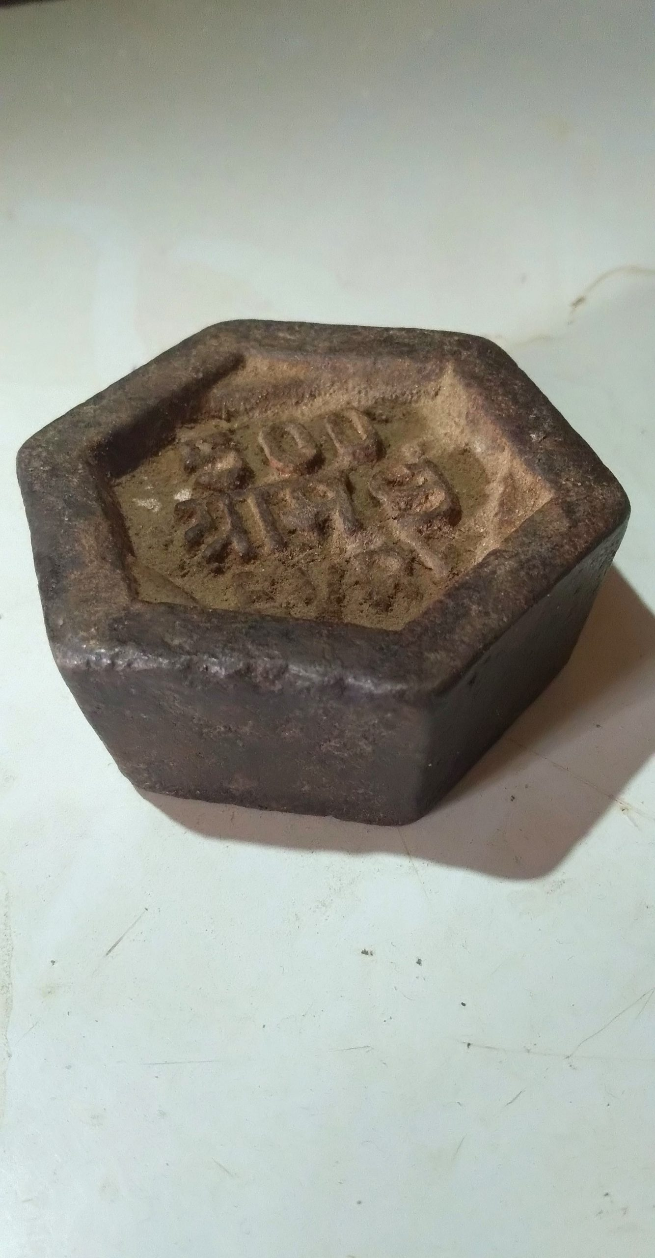 A hexagonal weight