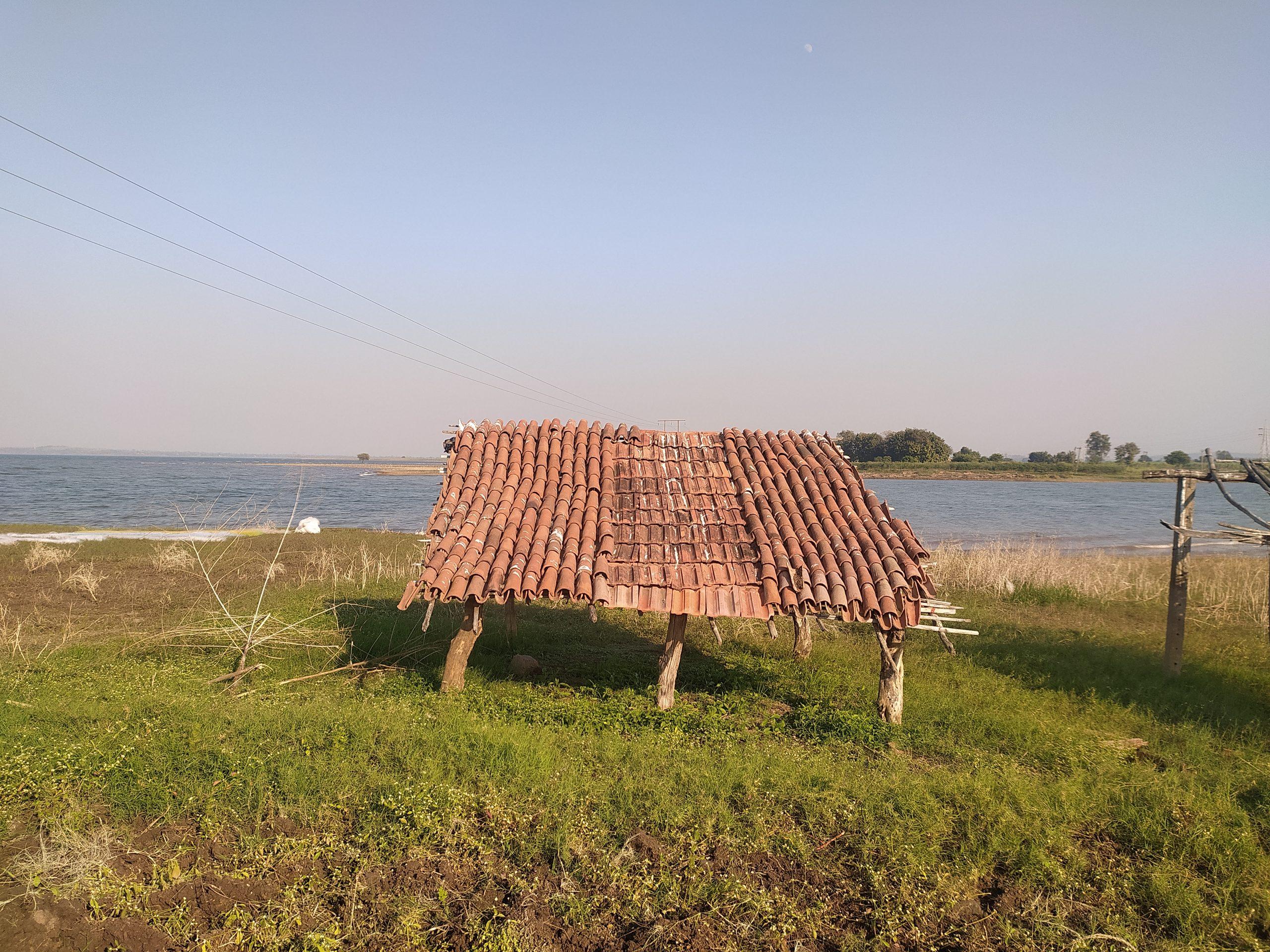 A hut at a beachside