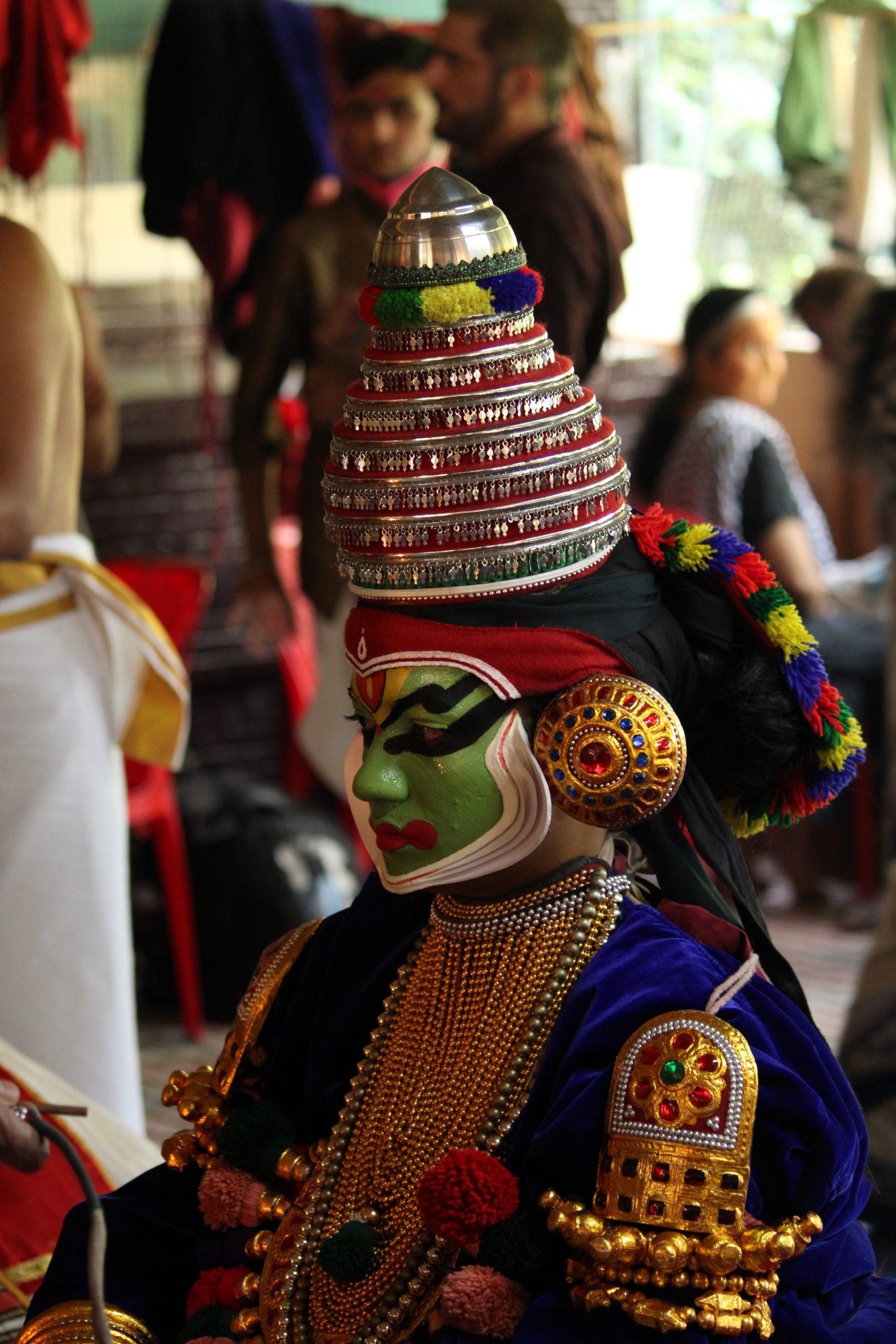 A kathakali dance artist