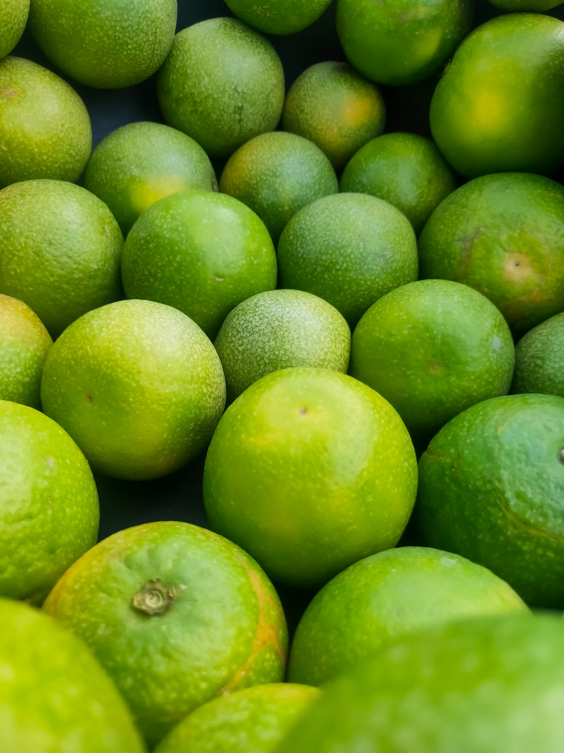 A pile of lime fruits