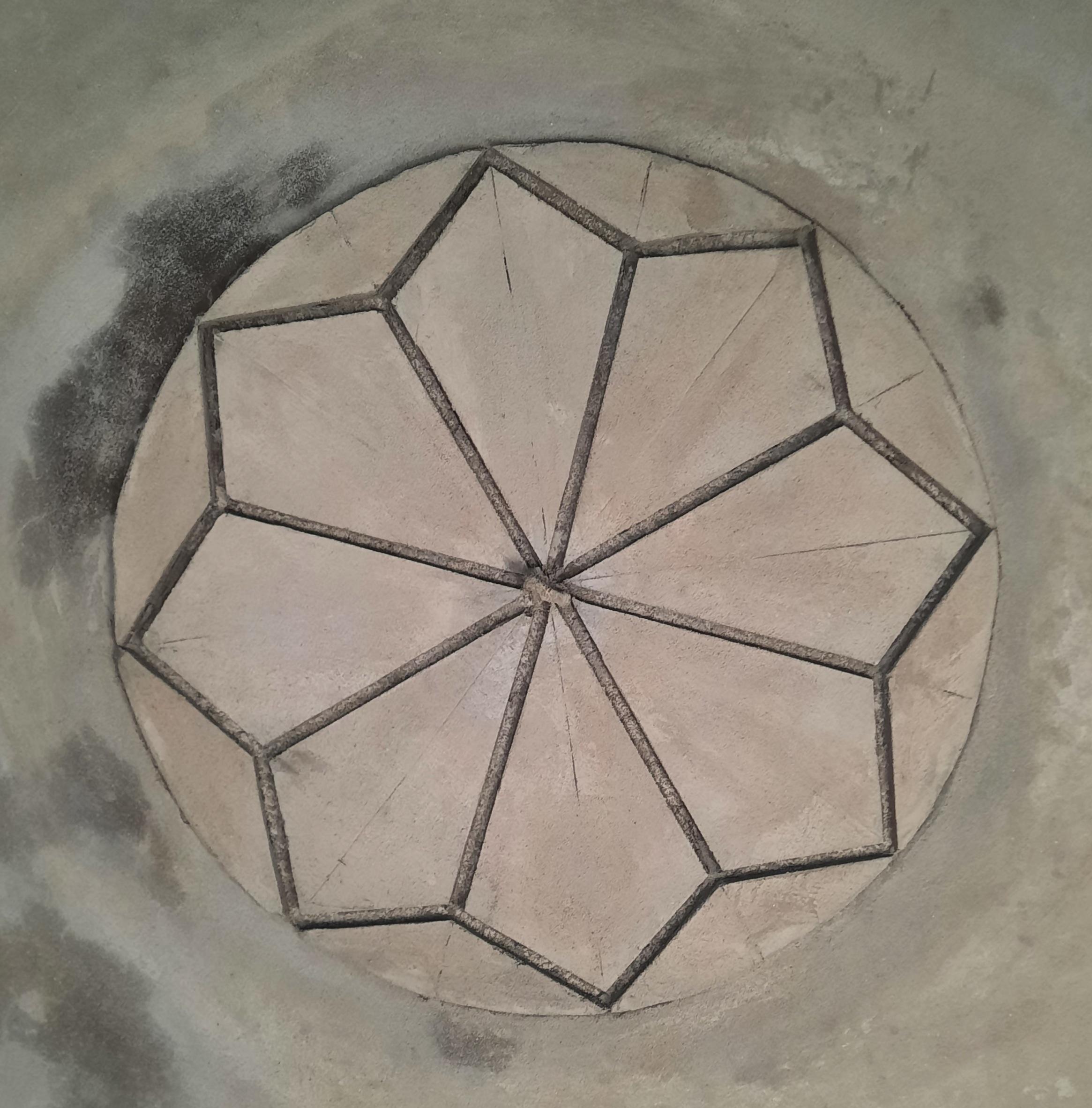 Fascinating design in ceiling