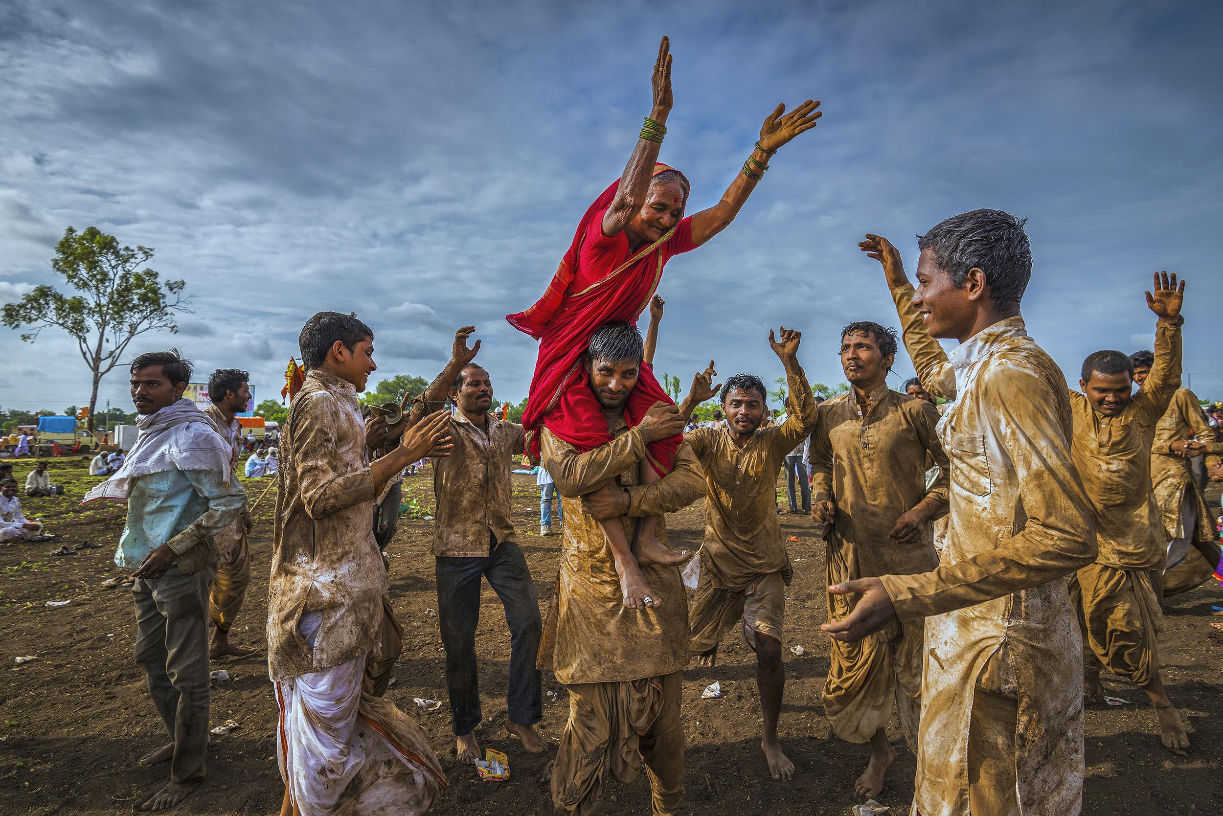 People enjoying festival in Maharashtra
