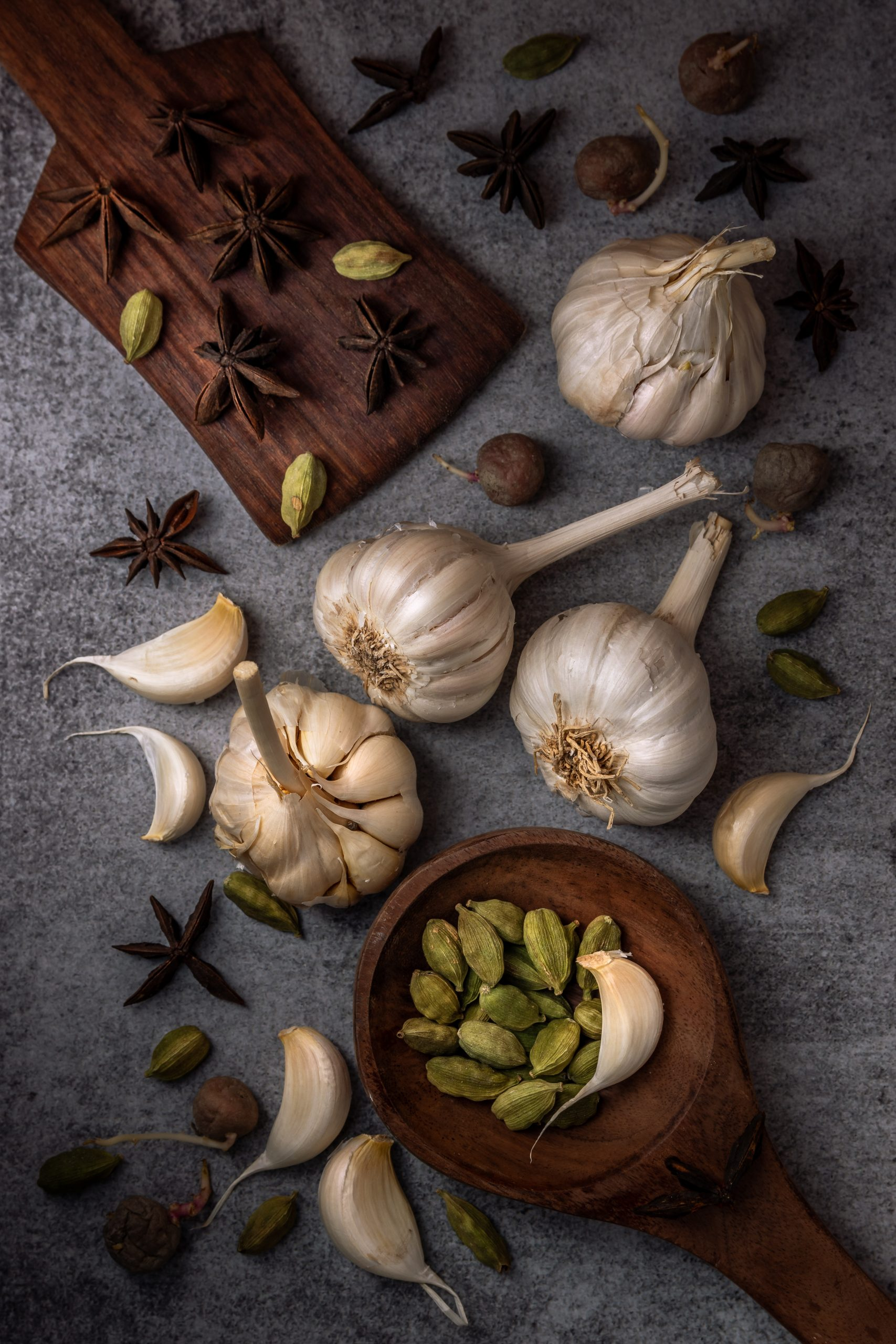 Garlic bulbs and other spices