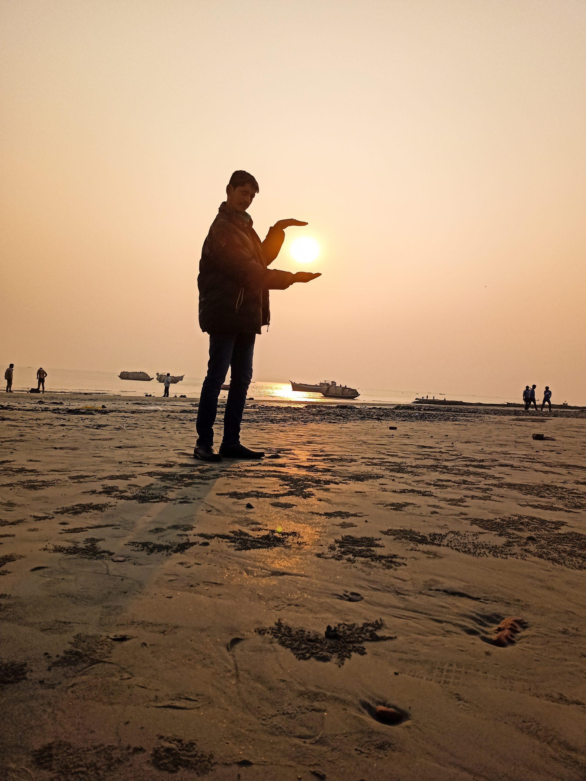Showing sun in hands