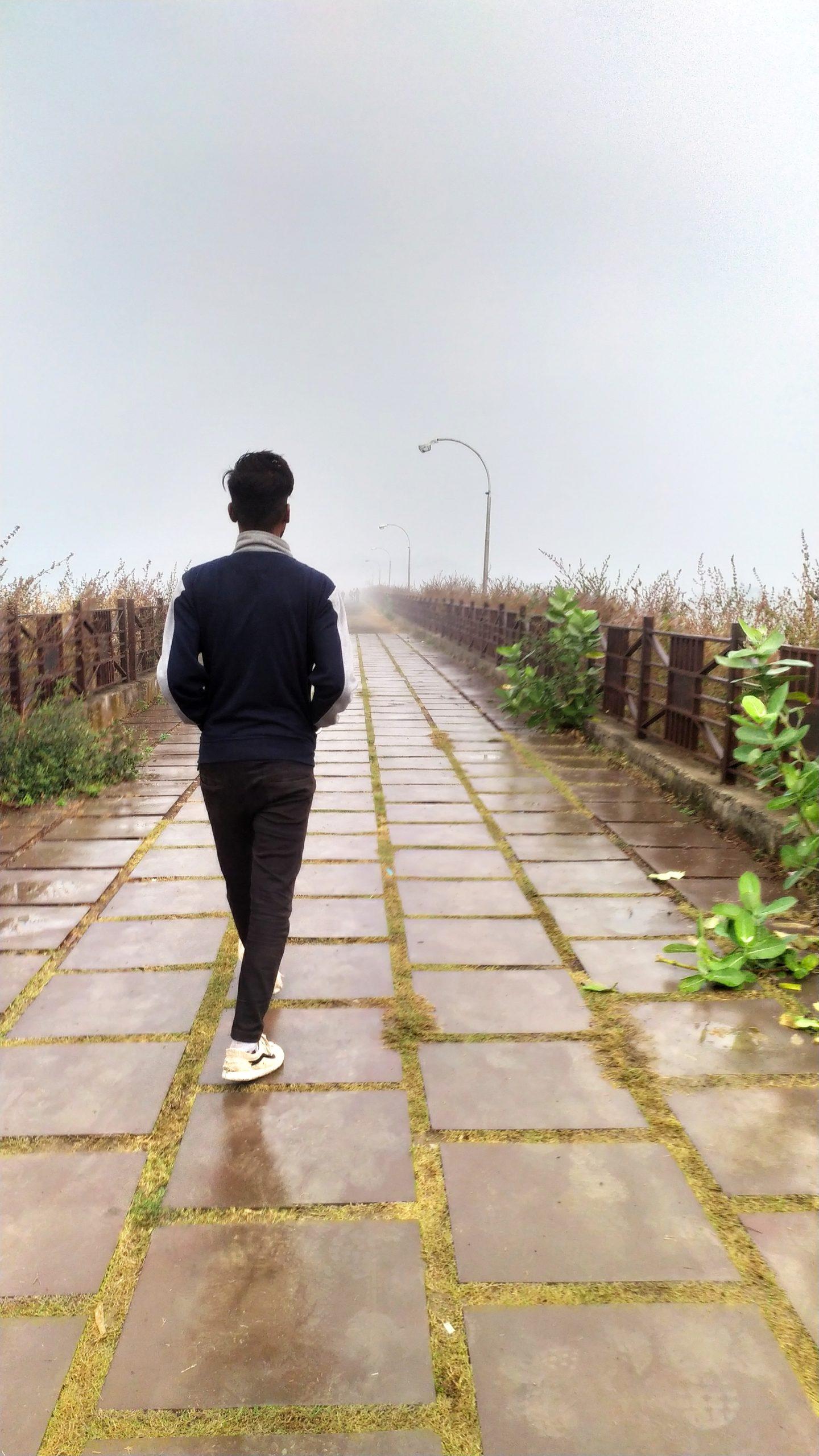 Model walking on a side walk