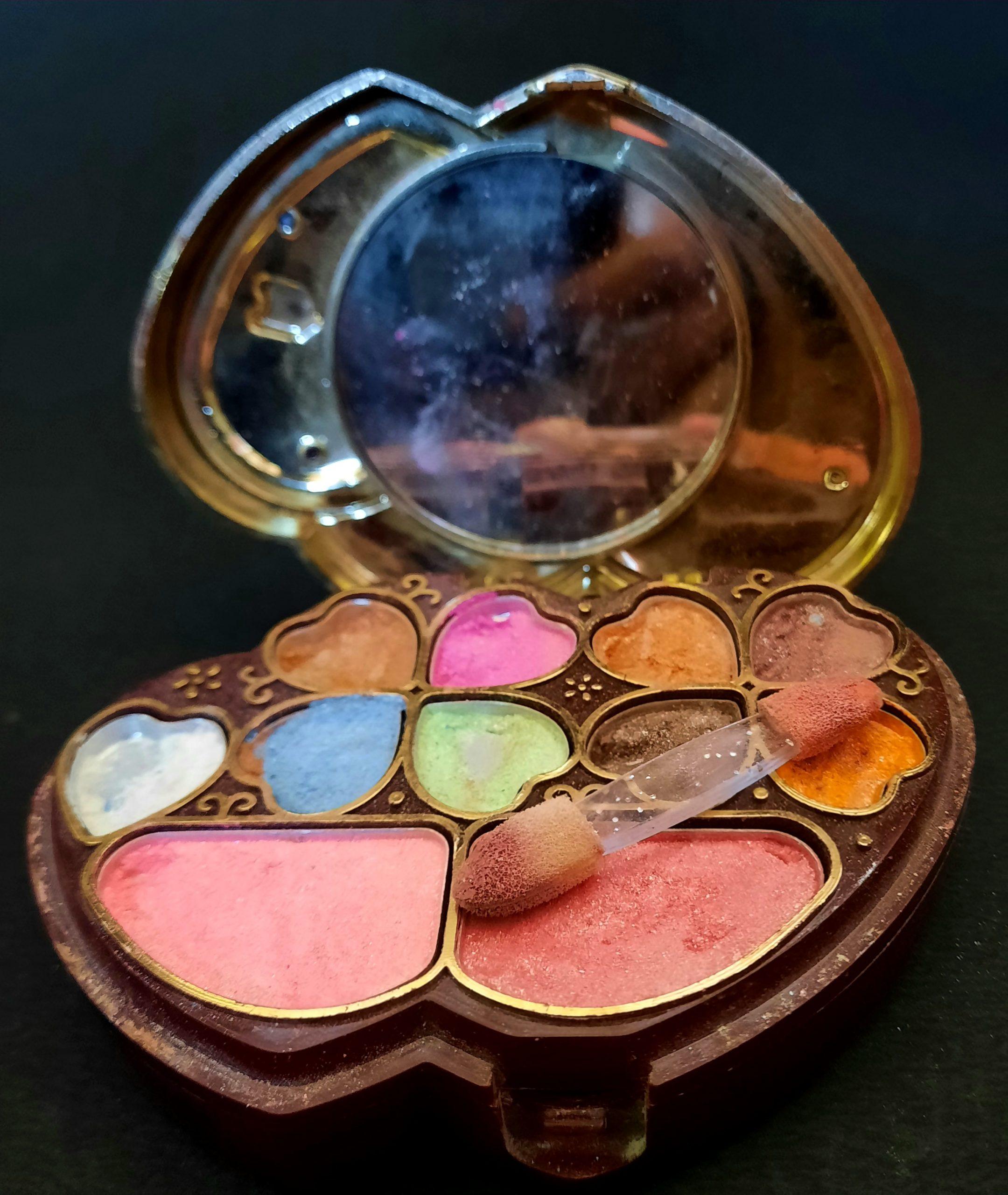 A colors makeup kit