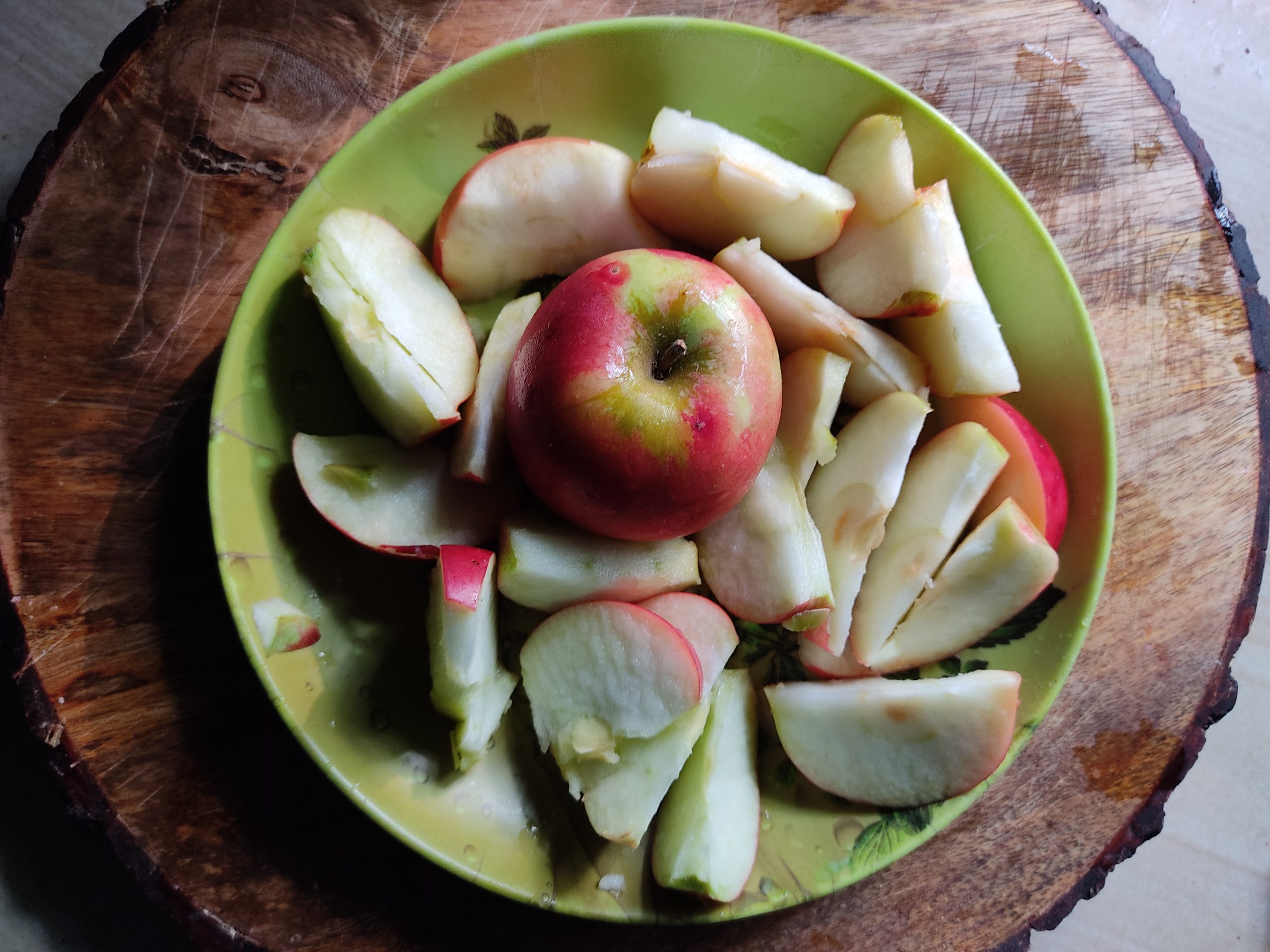 Apple in plate