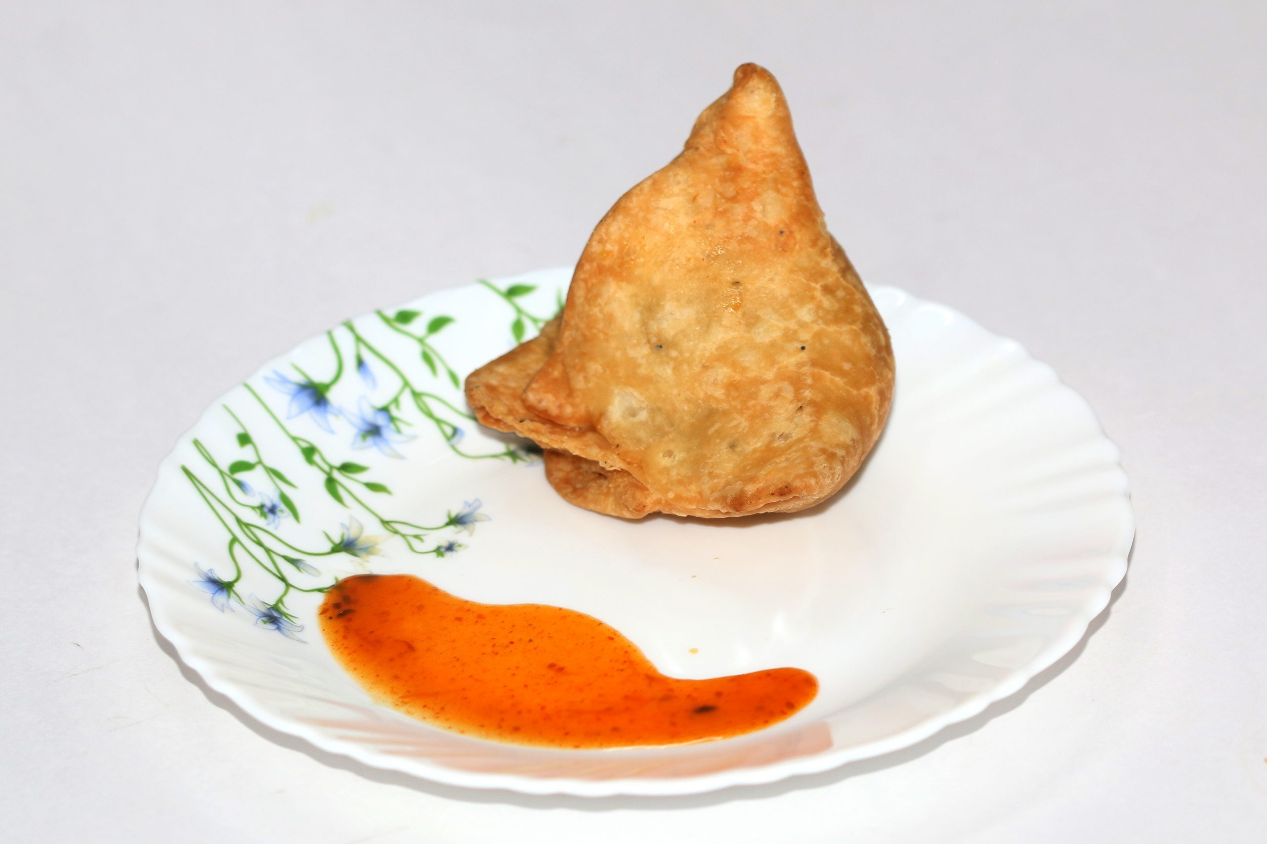 samosa and chutney in a plate
