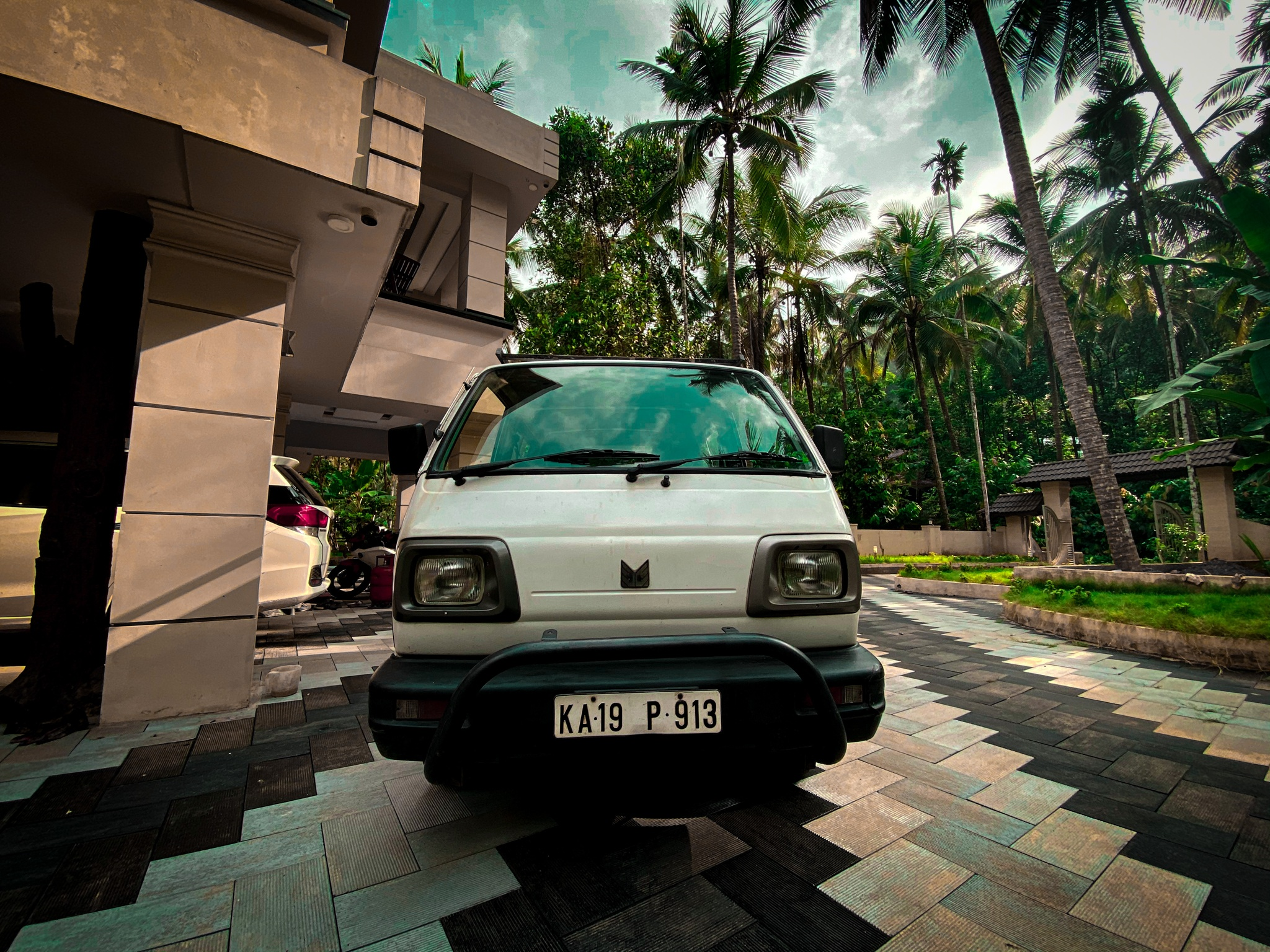 A Maruti Suzuki van