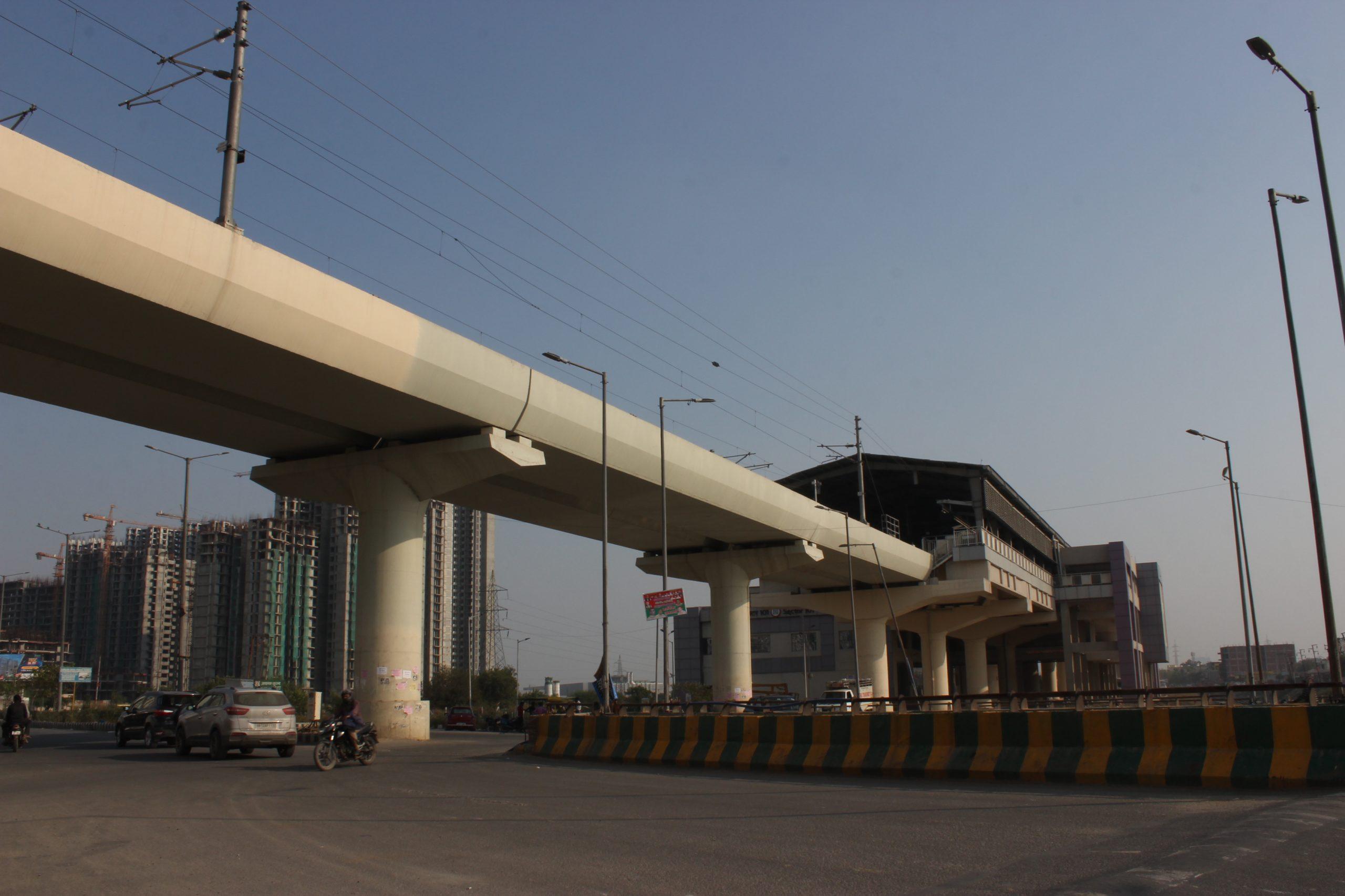 Traffic and metro bridge in Noida