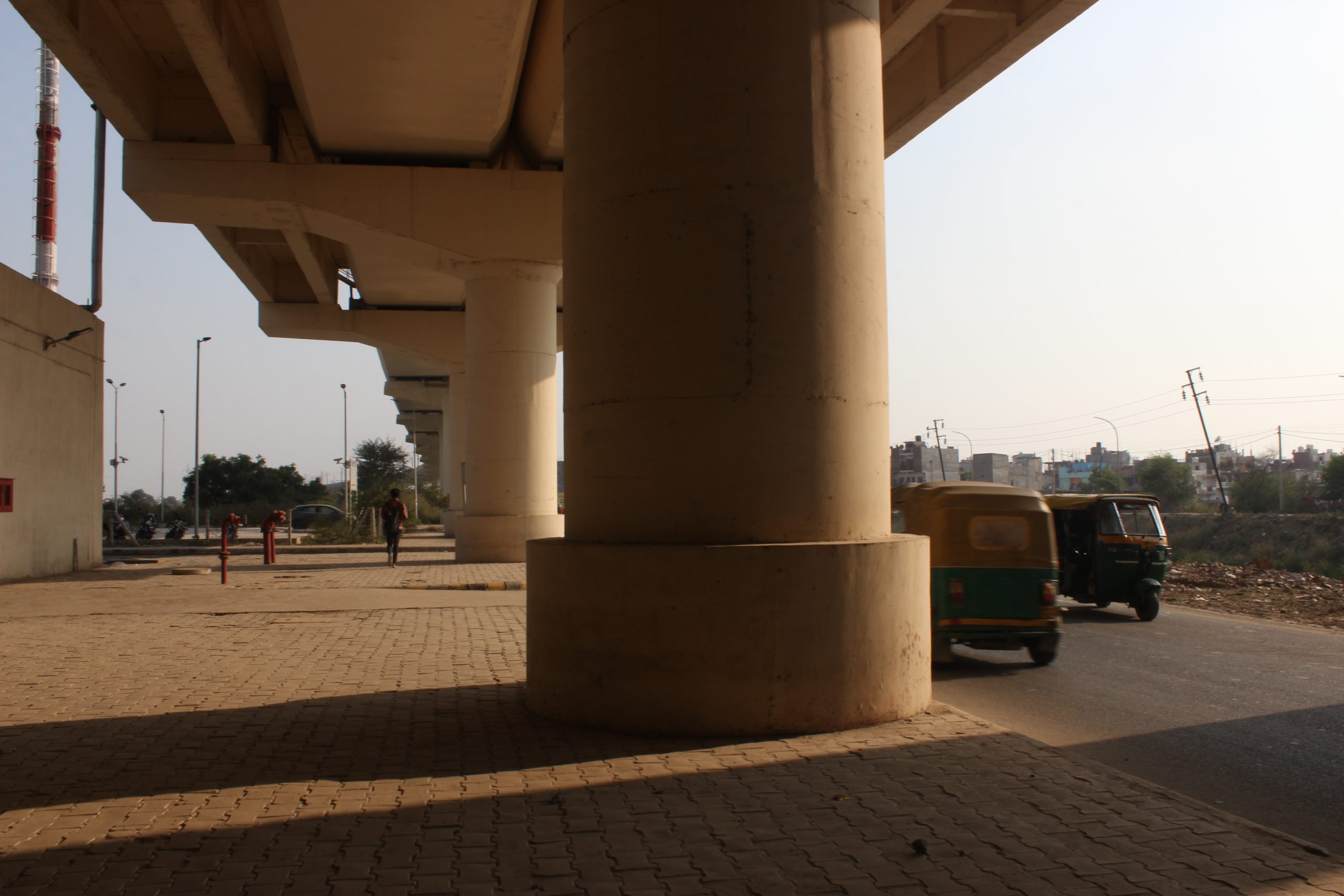 Pillar of metro bridge