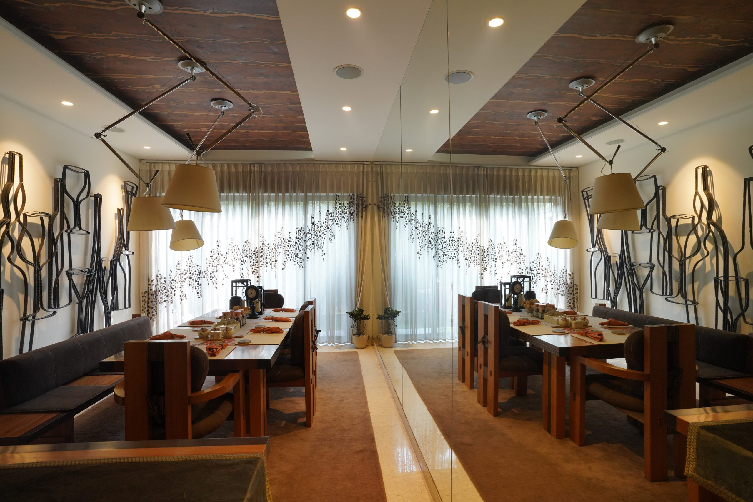 Interior decoration of a dining hall
