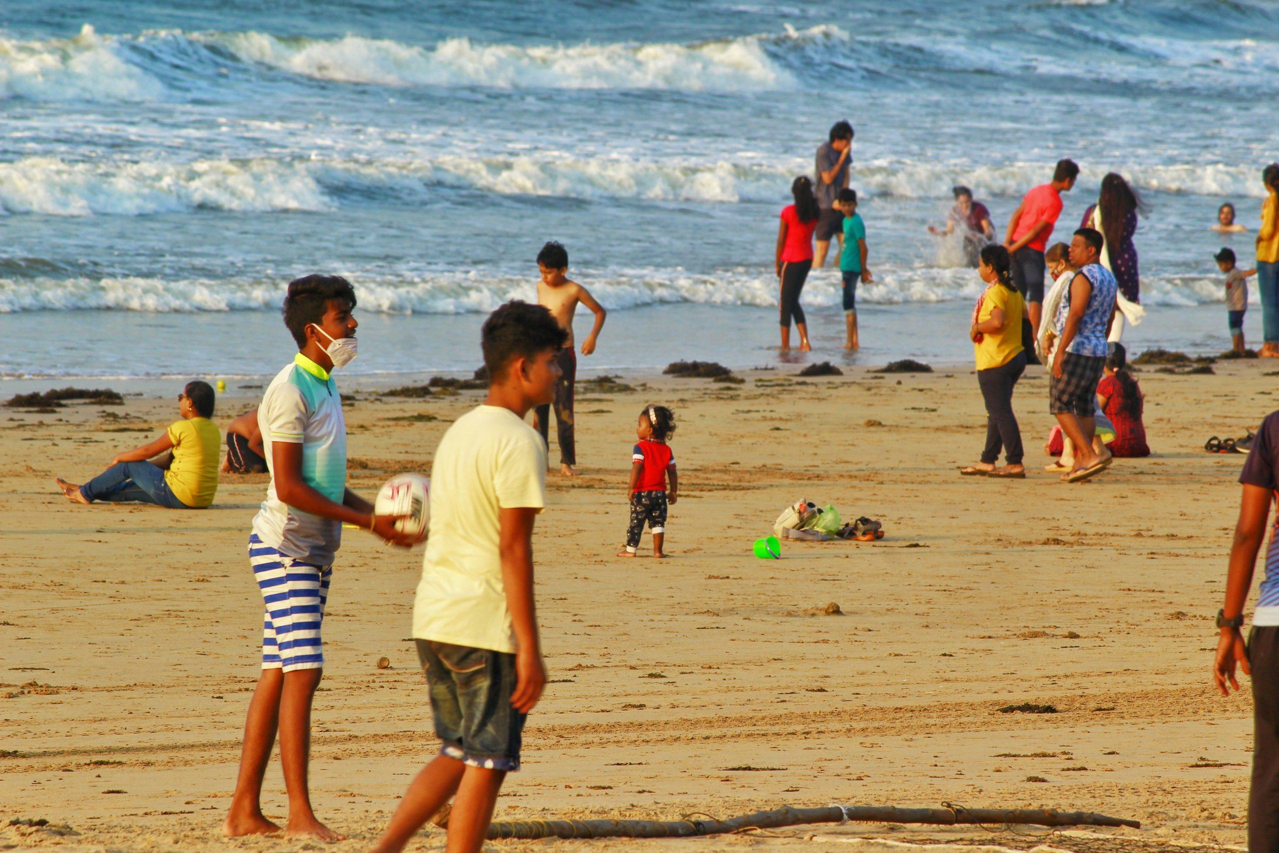 People enjoyng at Chiwala beach