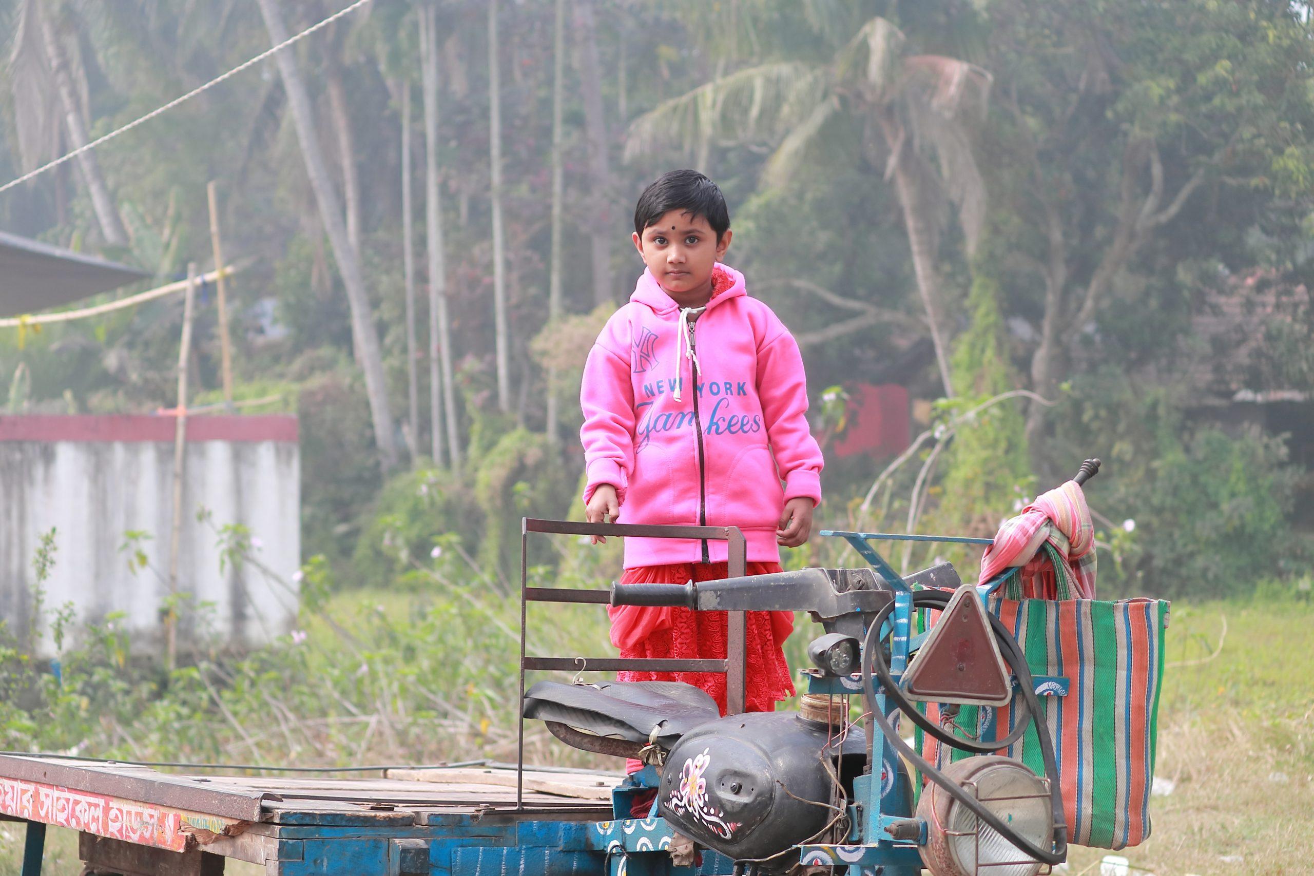 Little girl on autorickshaw