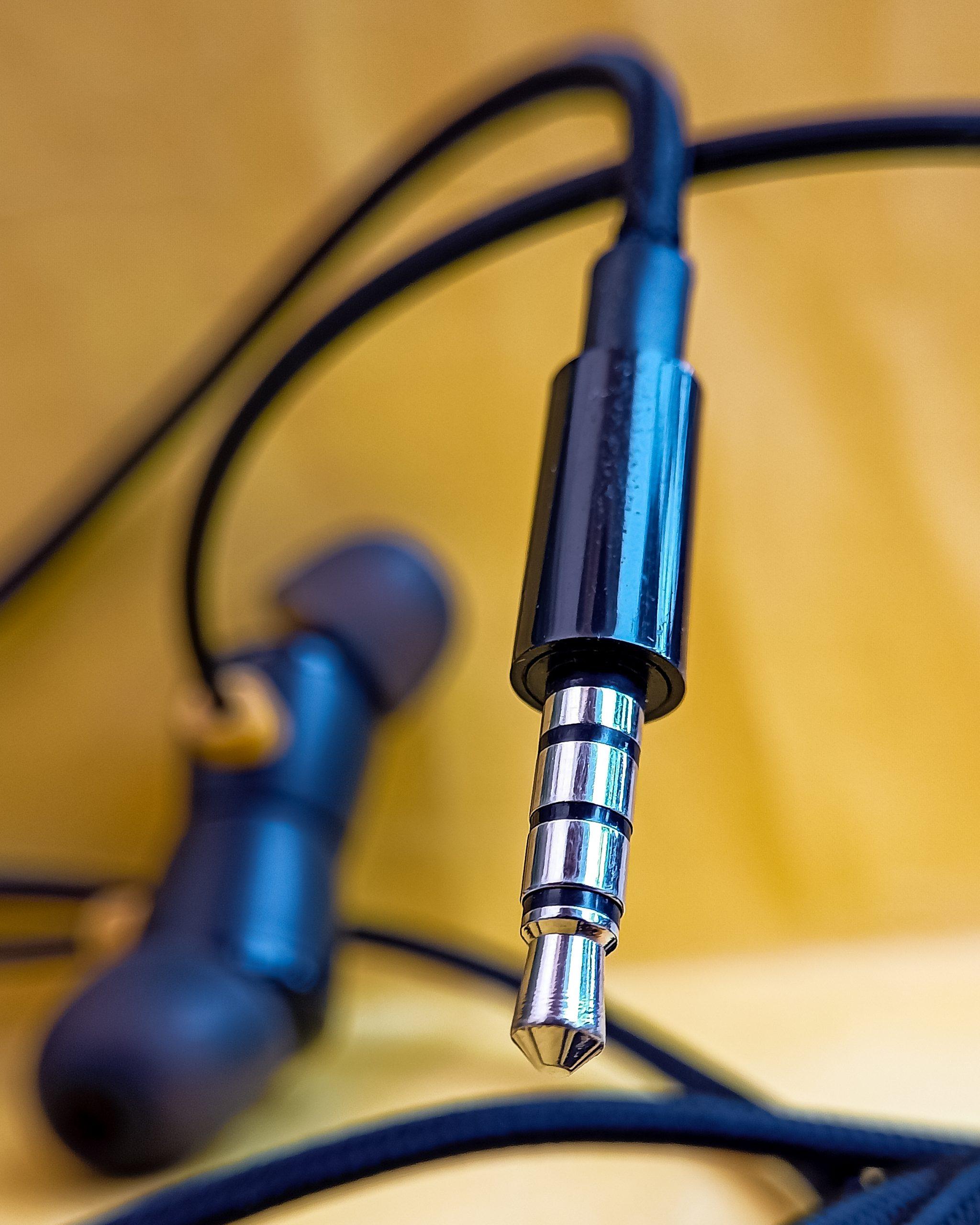 Input jack of an earphones