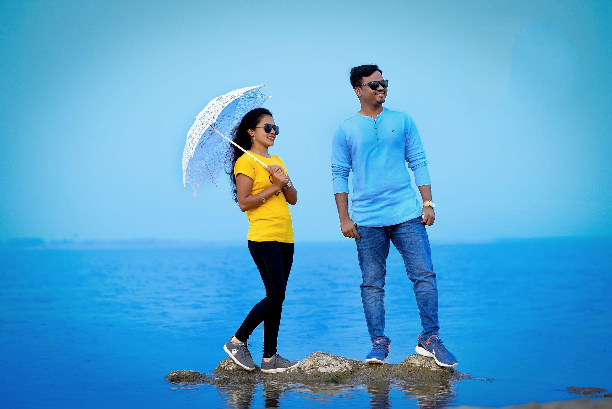 Couple posing near the Sea