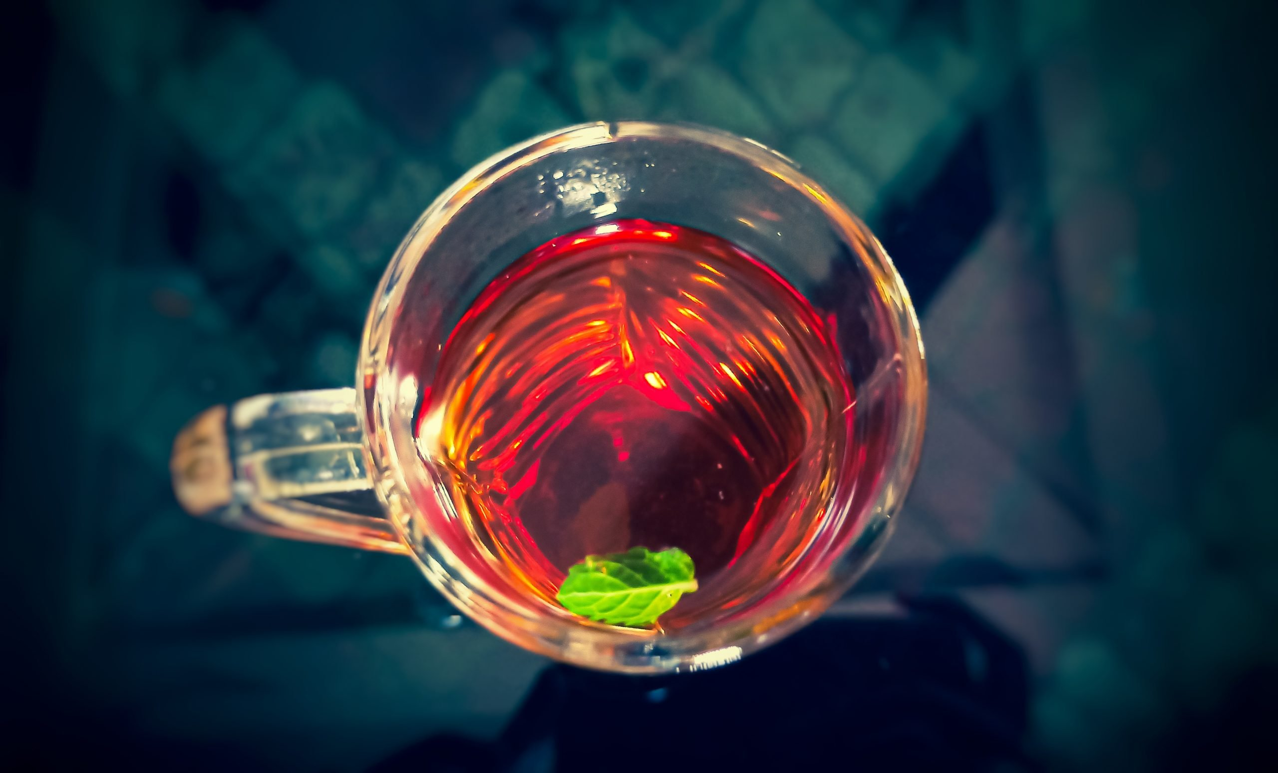 A lemon tea cup