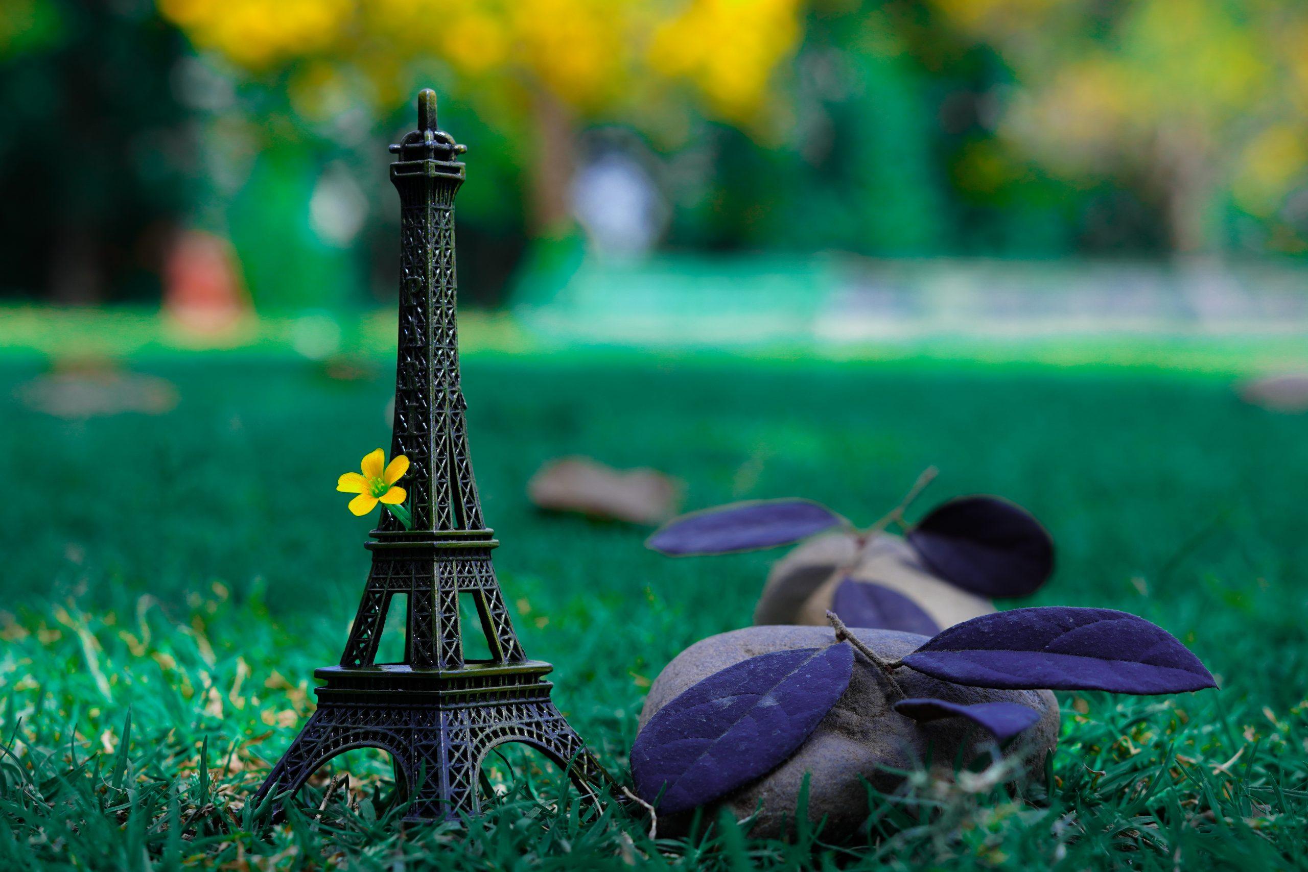 Eiffel tower toy