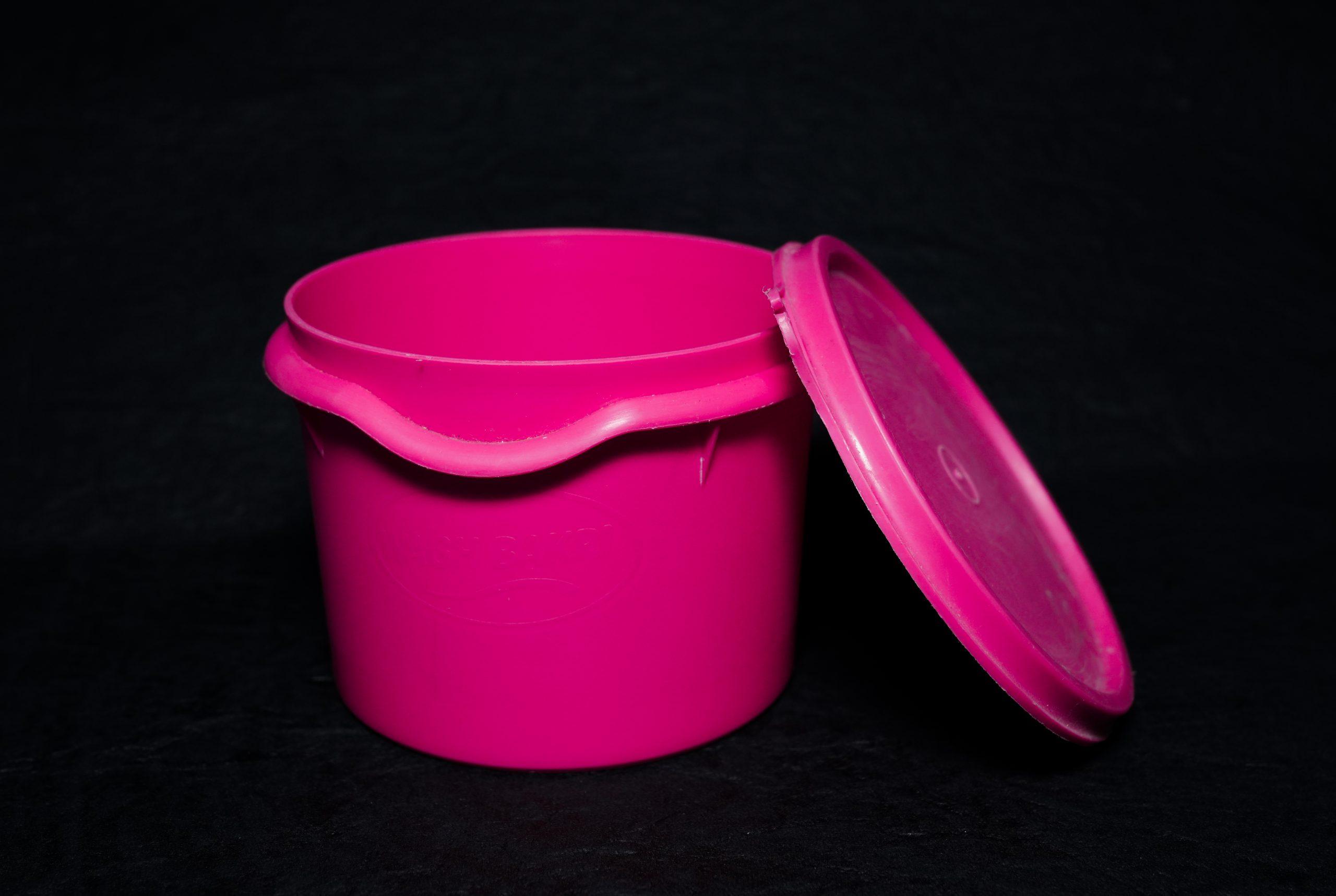An open pink box