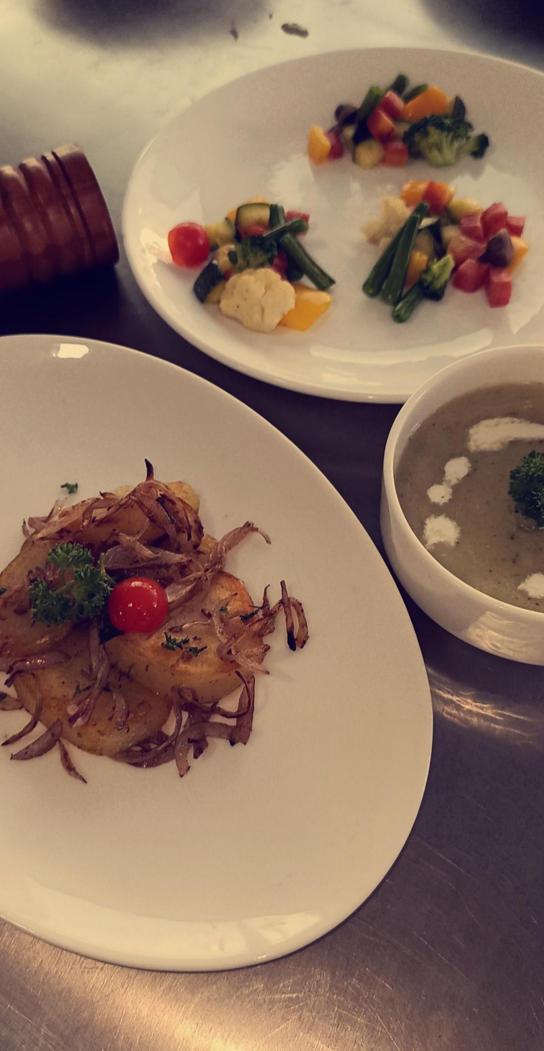 Potato wedges with potato leek soup