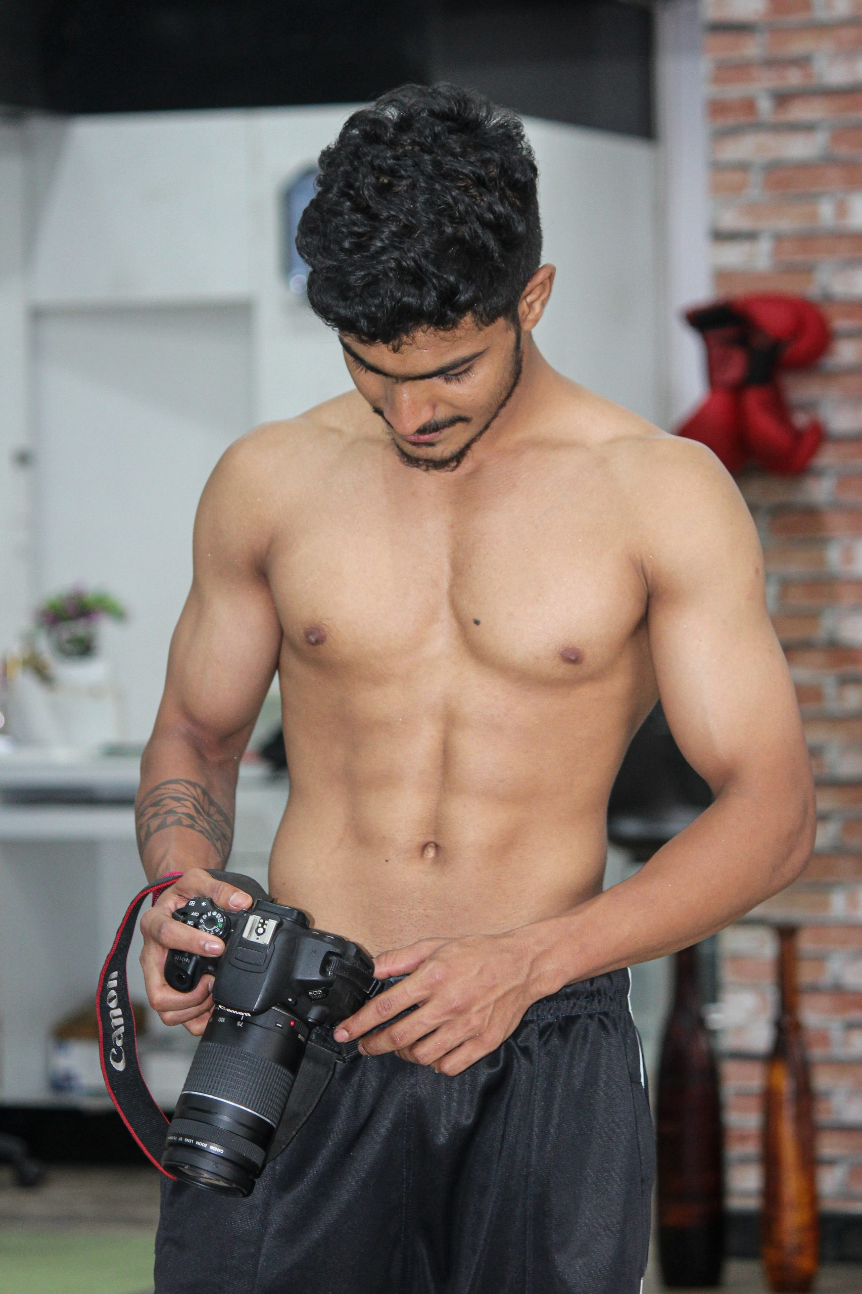A fitness model with a camera