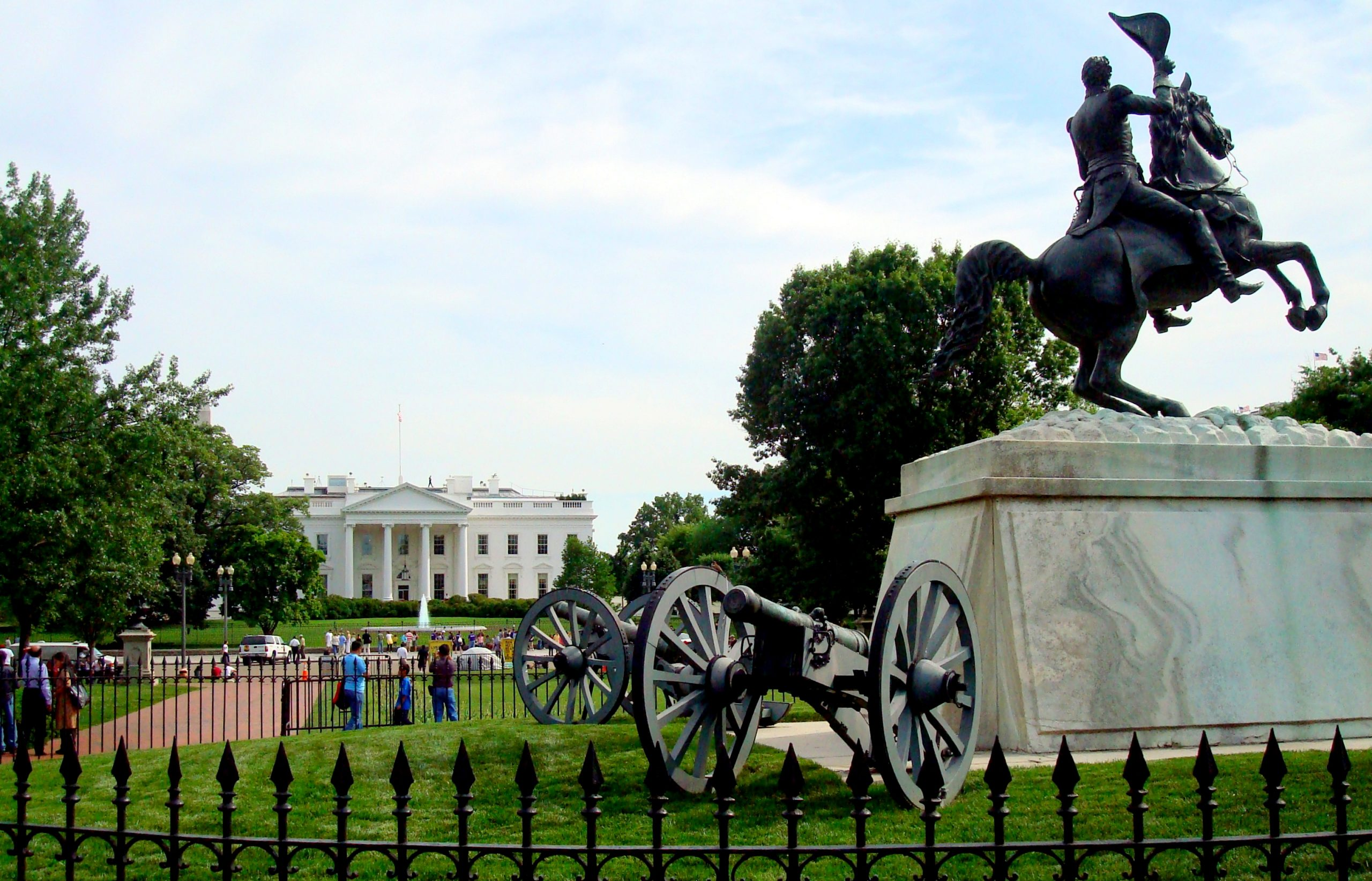 A statue and war canon in White house