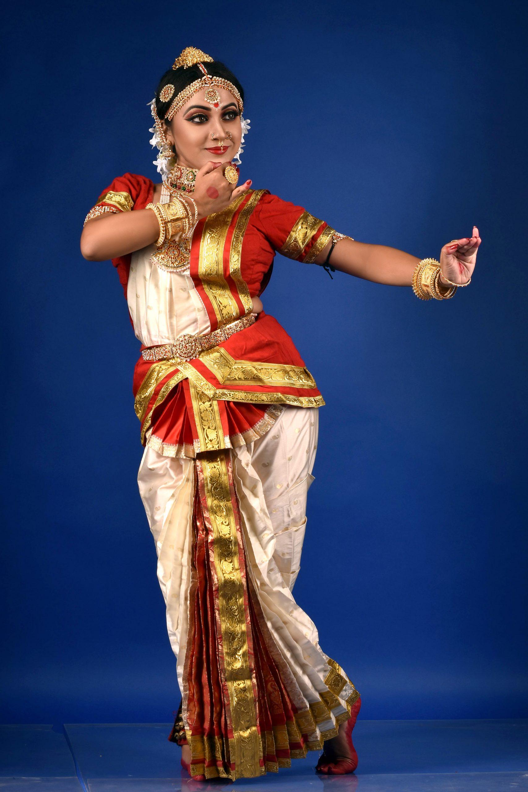 Bharatanatyam female artist