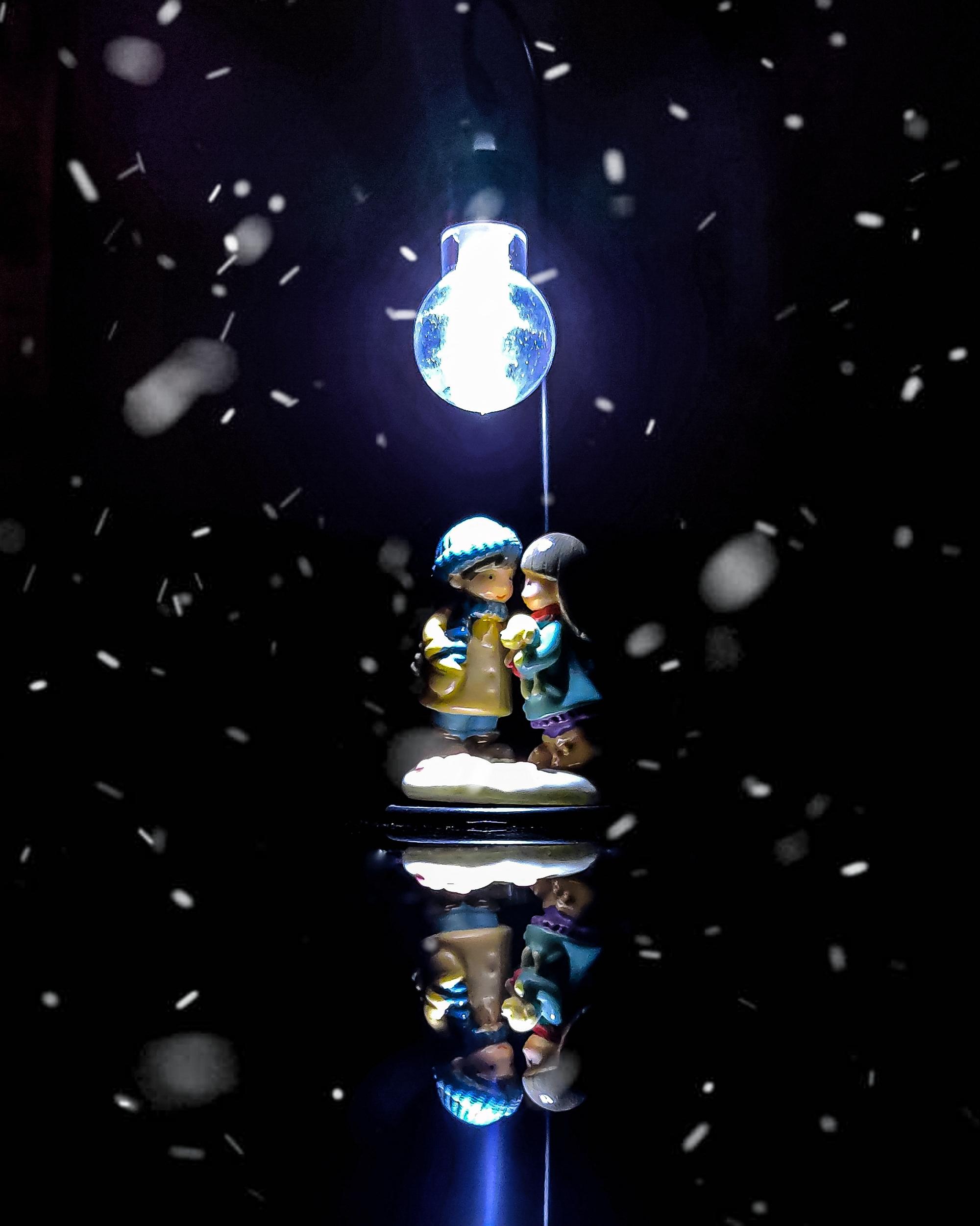 Couple toy under light bulb