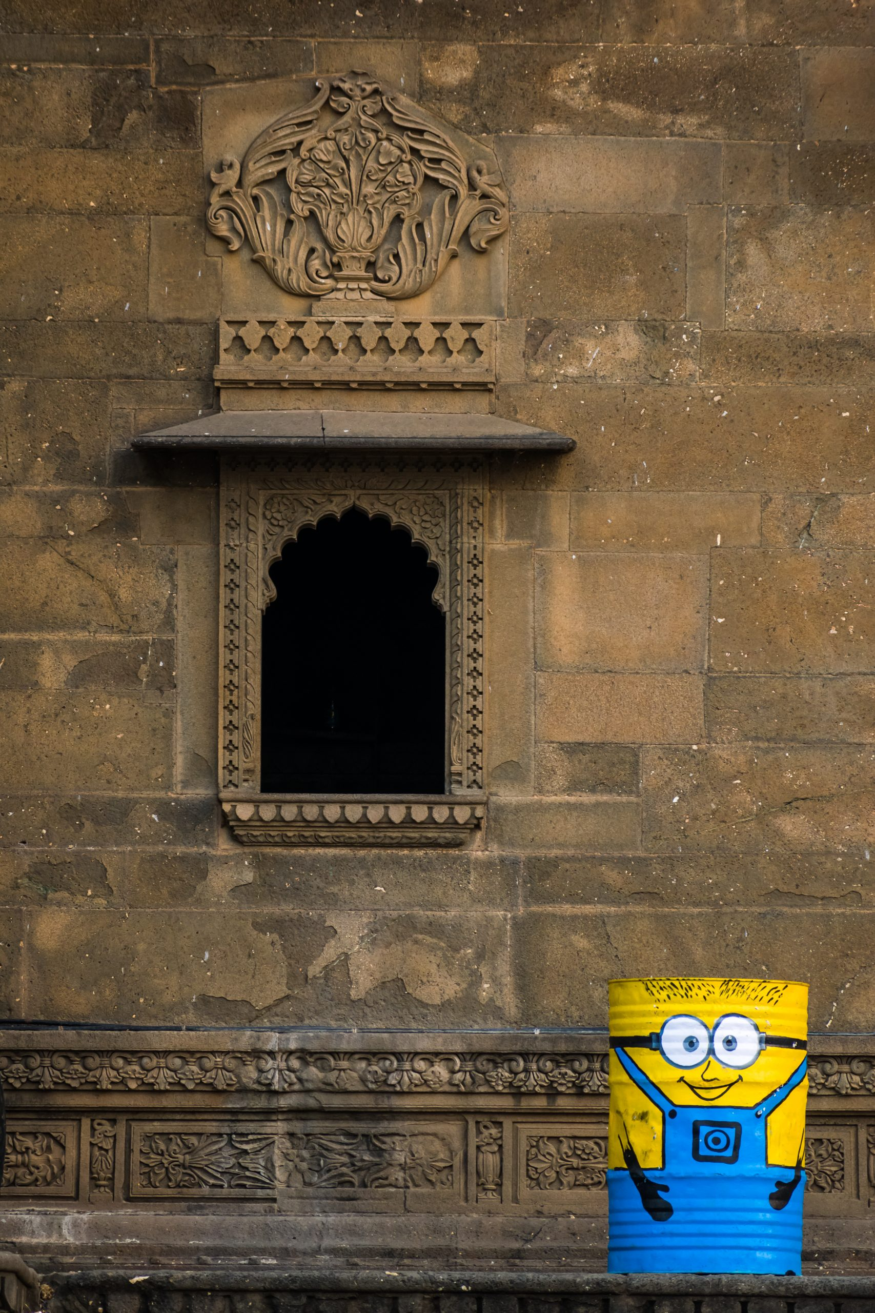 A window in Maheshwar fort