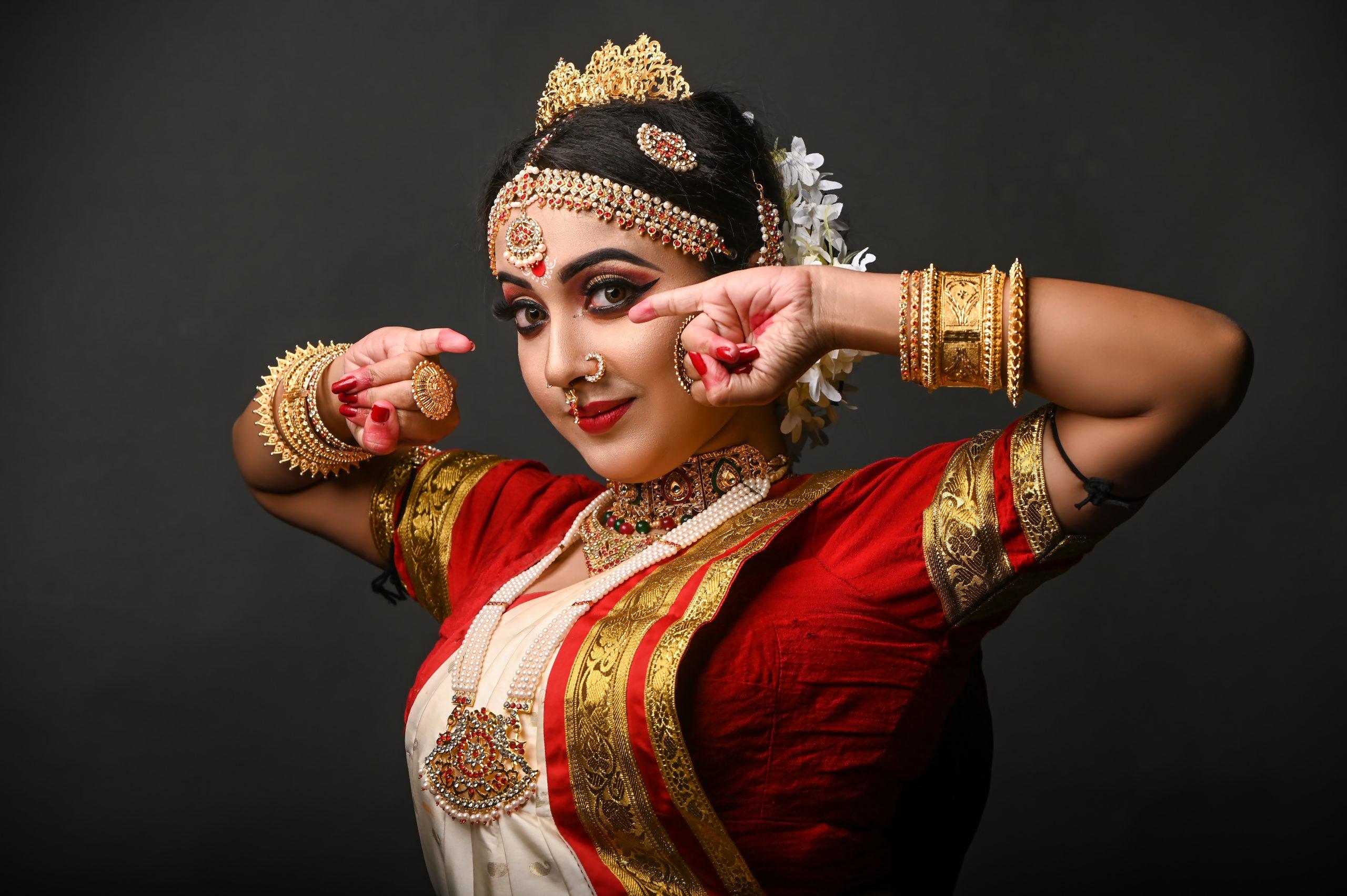 A female Bharat natyam dancer